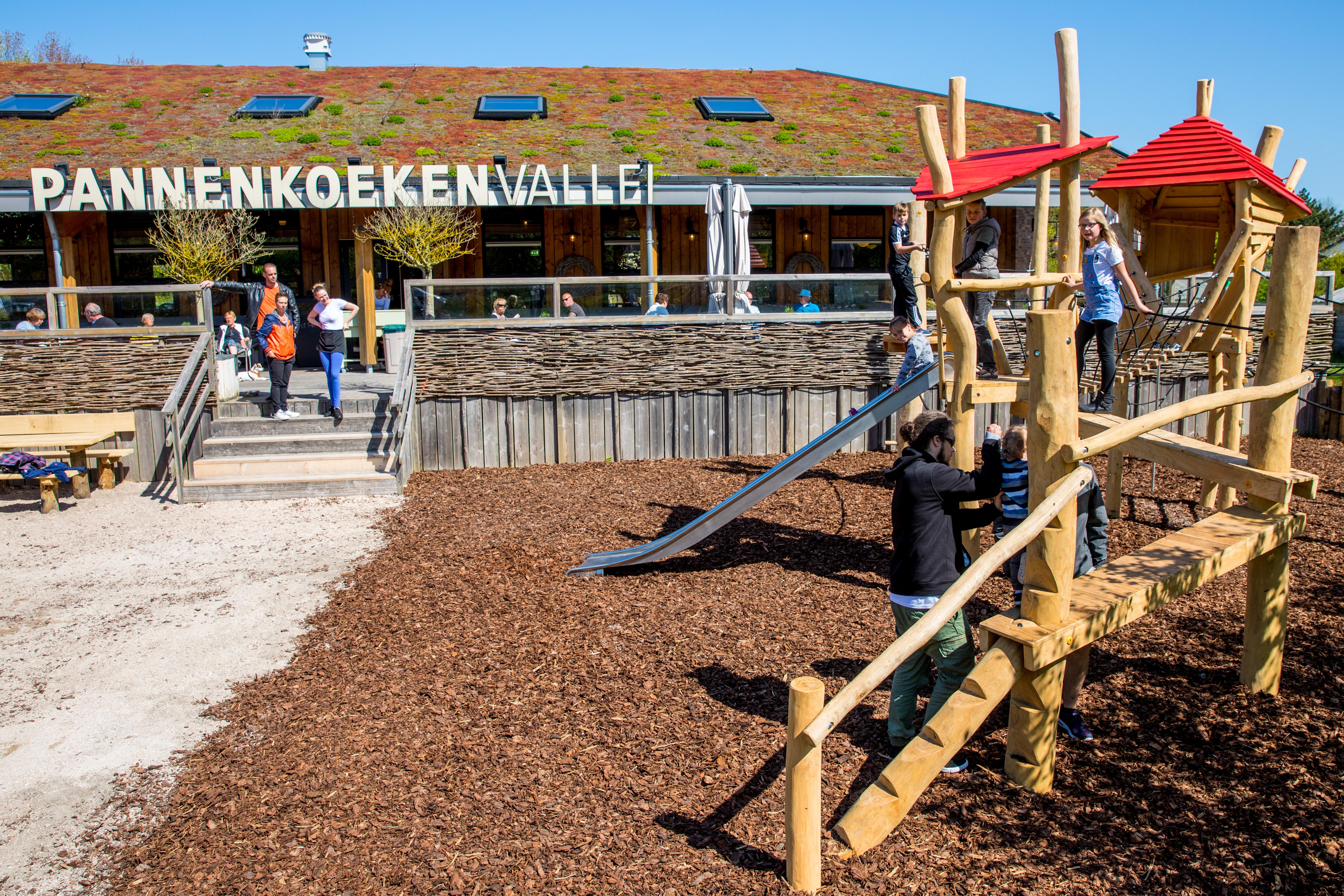 Een uitdagend klimtoestel voor kinderen van 4 tot 12 jaar. (Foto: Vincent de Vries / RM) rodi.nl © rodi