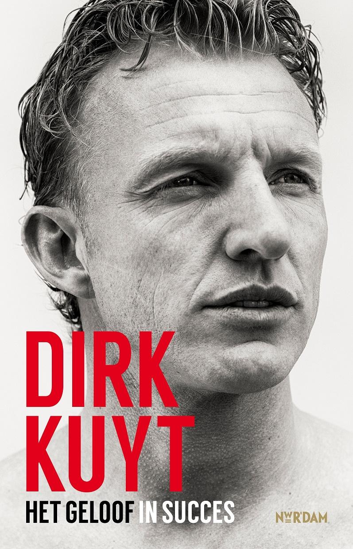 In het boek geeft Dirk Kuyt een terug- en een vooruitblik. (Coverfoto: aangeleverd)