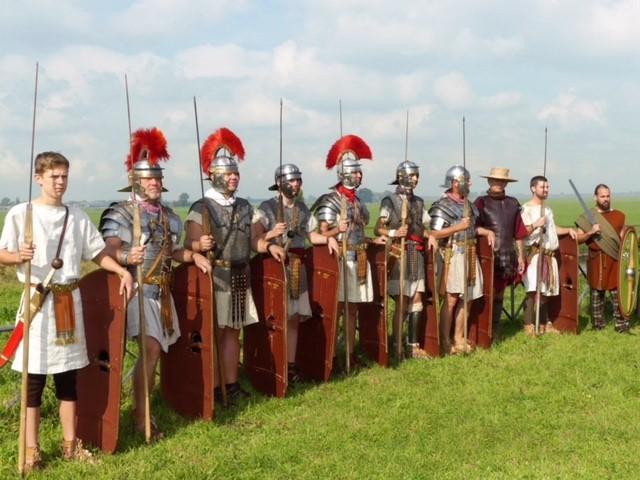 De Romeinen slaan wederom hun kamp op in het Fort bij Edam. (Foto: Romeinen FBE)