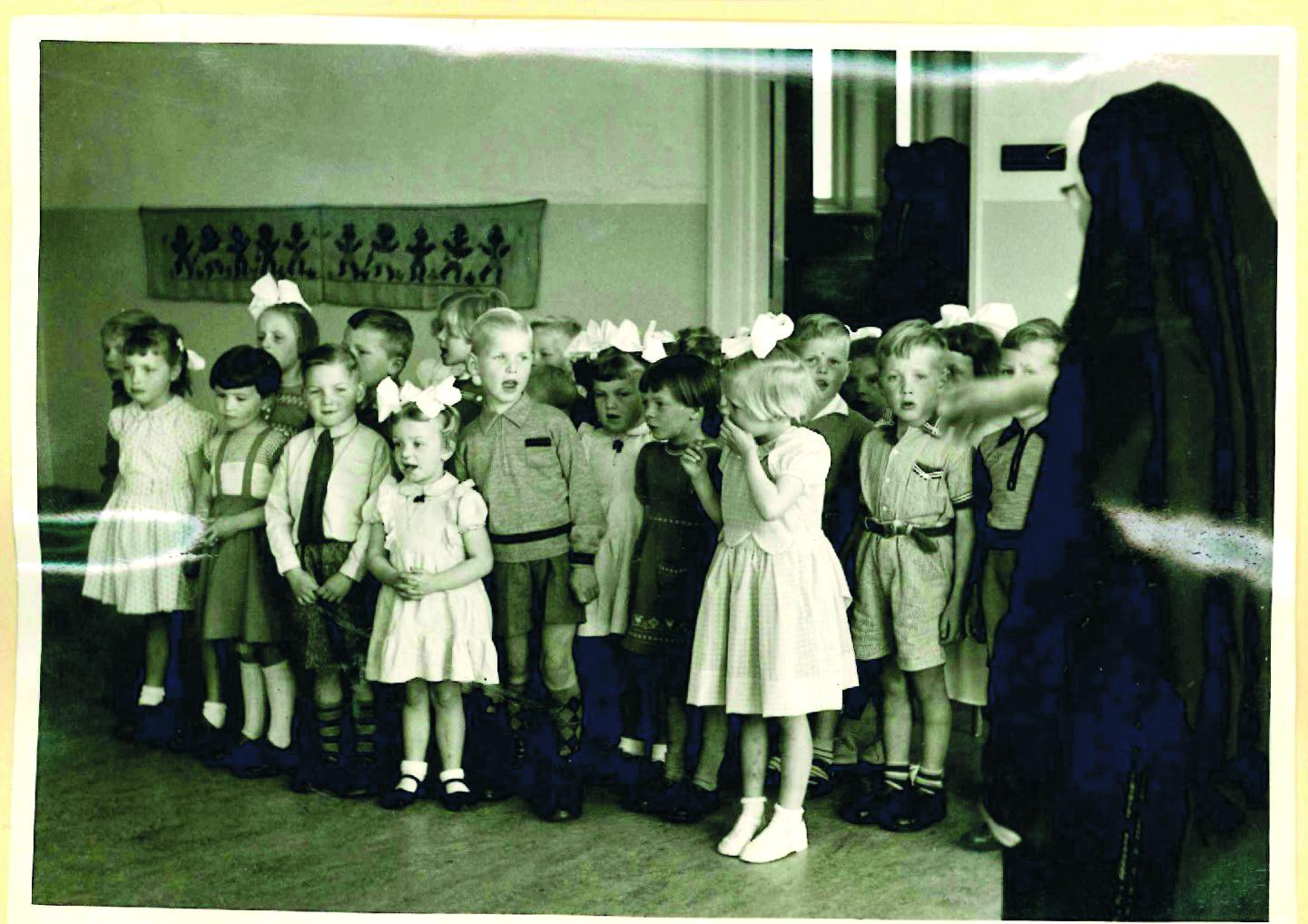 Oud Stede Broec laat ruim 160 oude schoolfoto's zien in Hét Postkantoor. (Foto: aangeleverd)