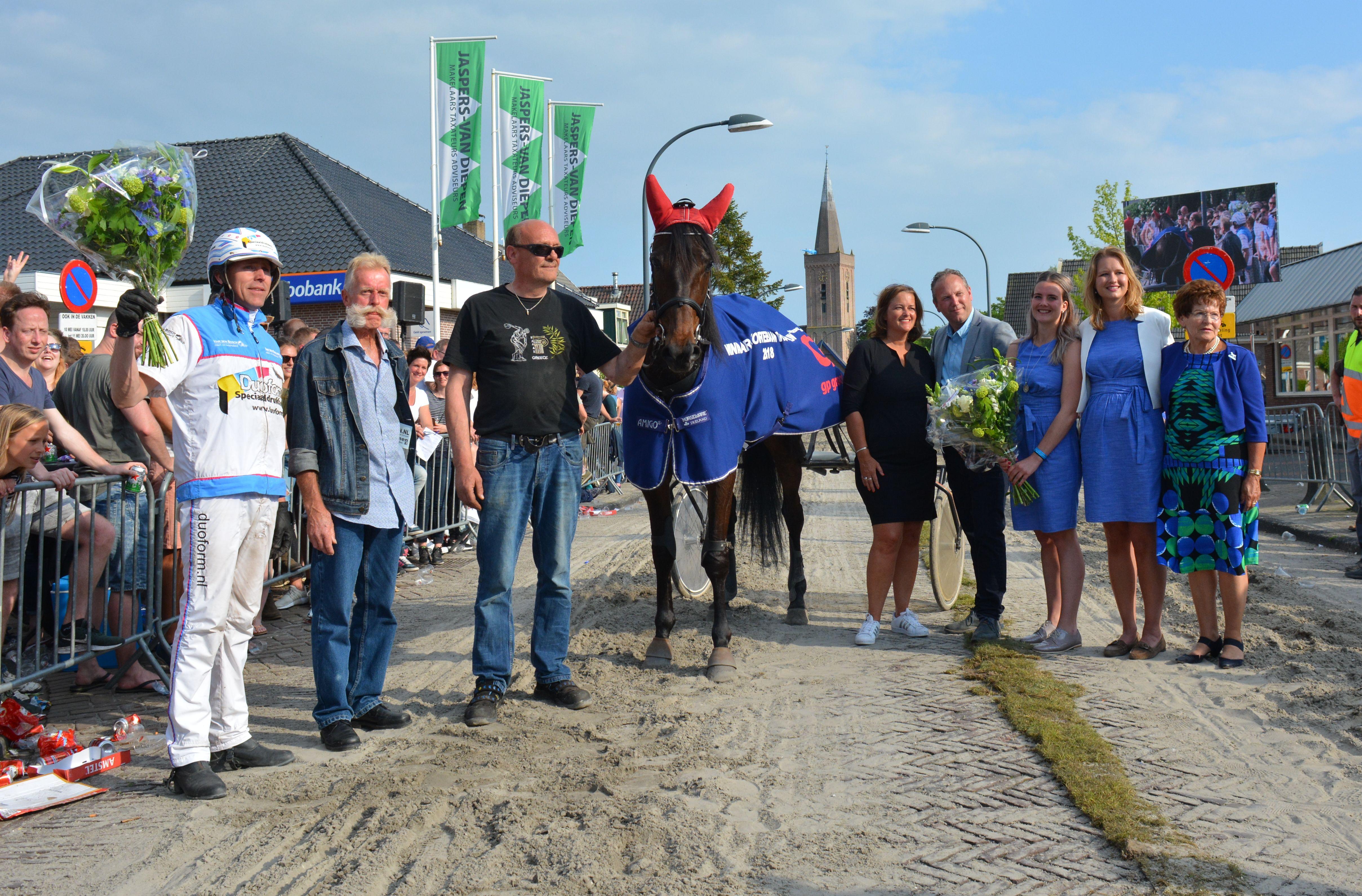 Cattiva Byd en John Dekker (l) gaan als eerste over de finish. (Foto: aangeleverd) rodi.nl © rodi