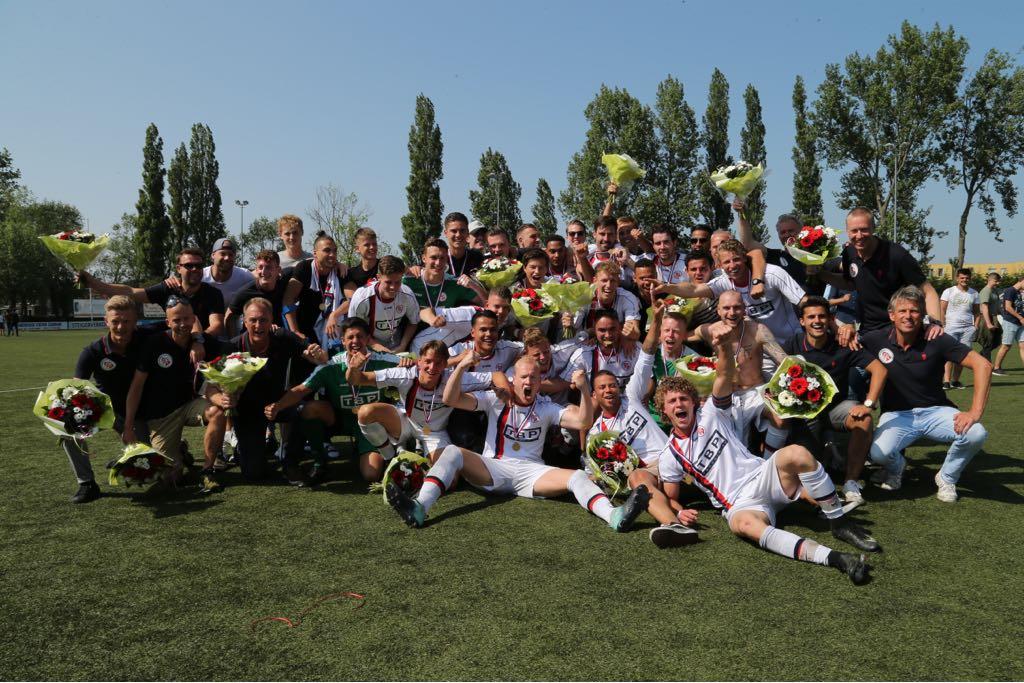 De uitgelaten kampioenen van Fortuna Wormerveer. (Foto: Fortuna Wormerveer)