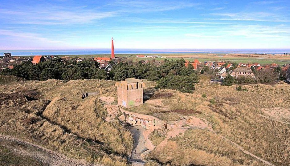 De karakteristieke 'Kroontjesbunker' vlakbij Huisduinen. (Foto: aangeleverd)