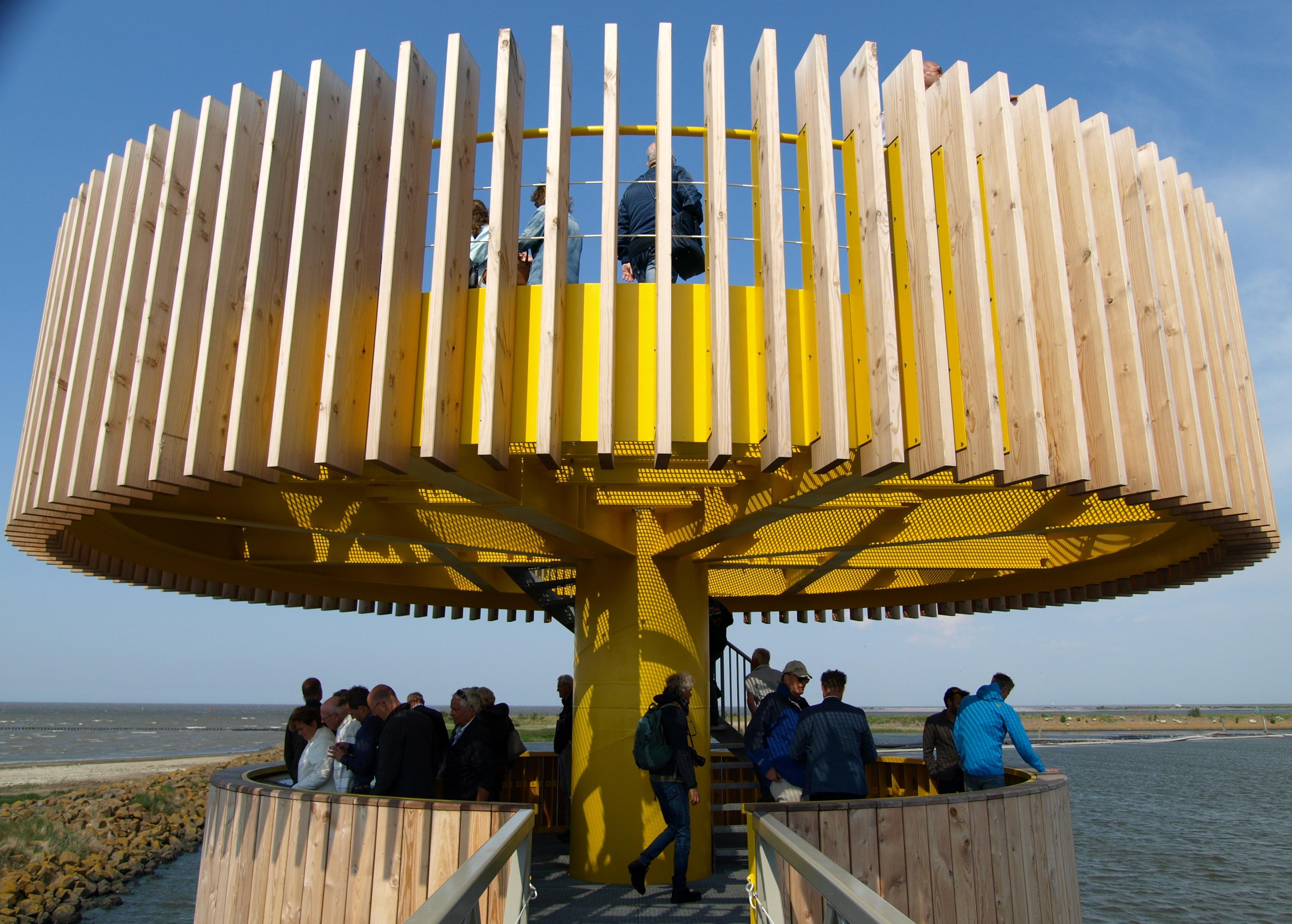 Het Waddenbelevingspunt biedt uitzicht over de Waddenzee en het IJsselmeer. (Foto: Chris Lansink)
