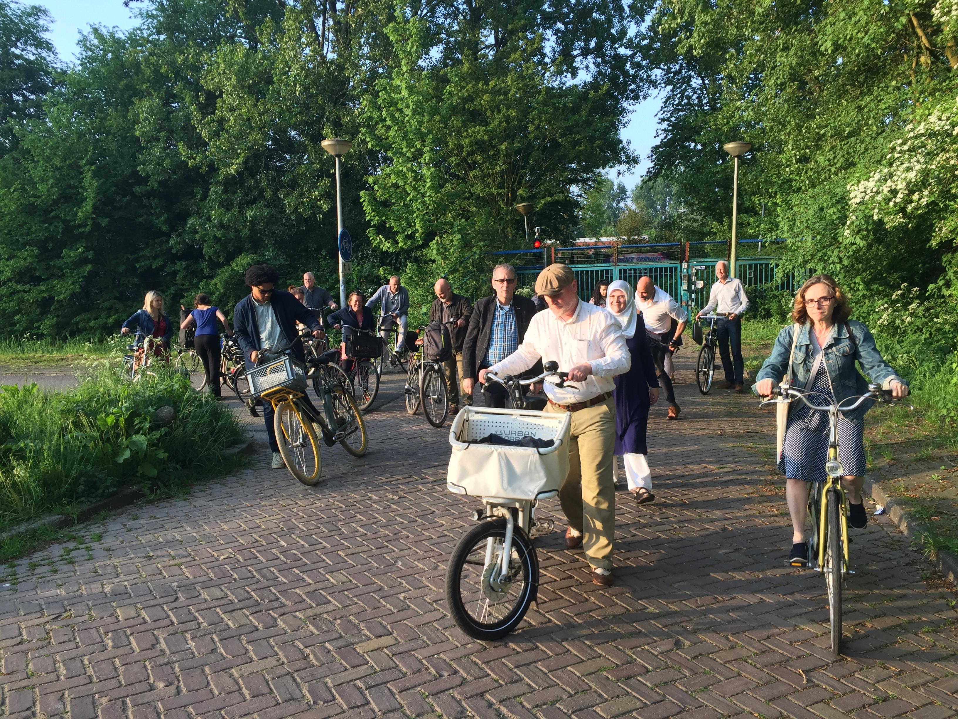 De stadsdeelcommissie springt weer op de fiets. (Foto: aangeleverd)