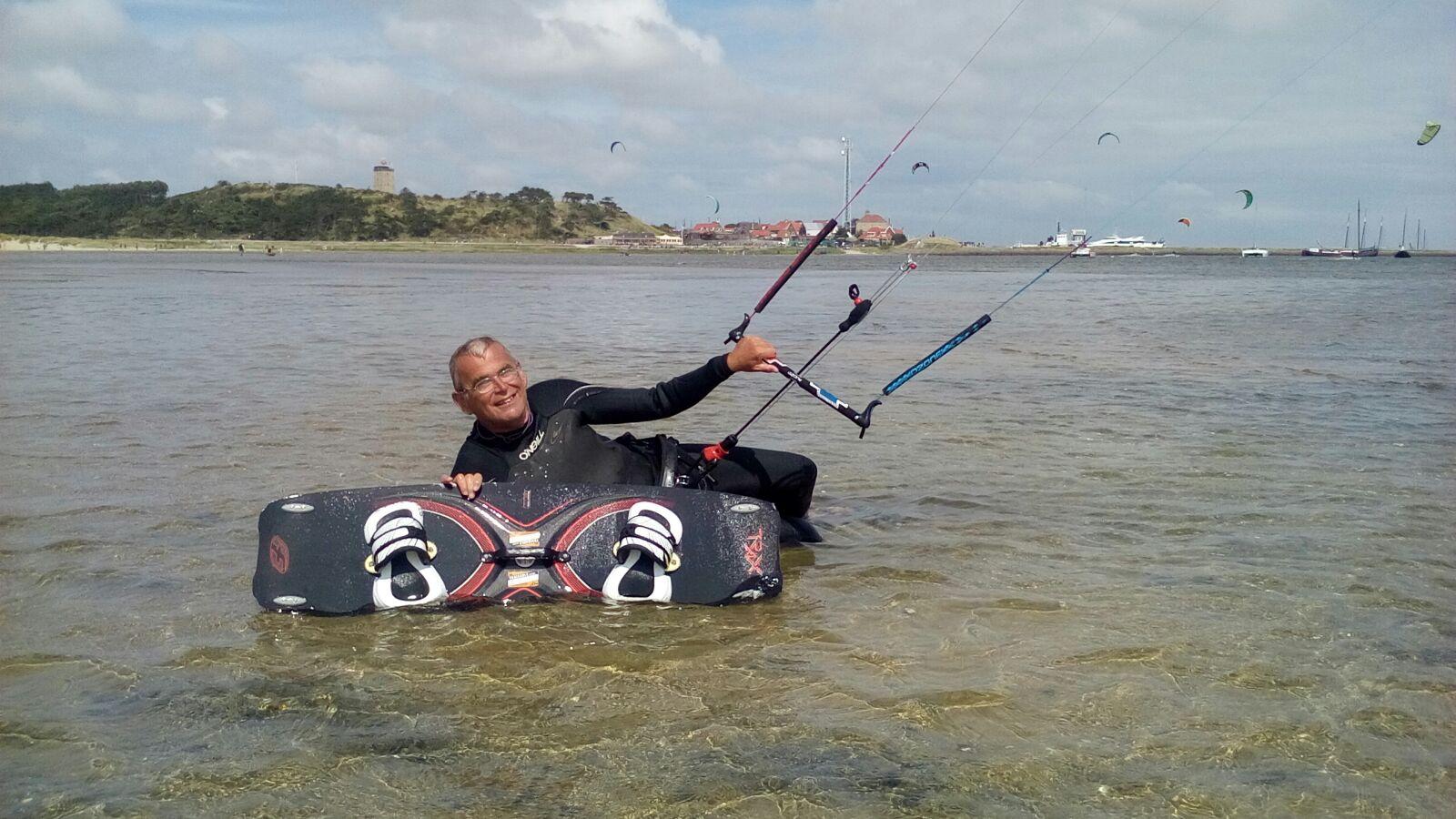 Richard Brandsma's passie is kitesurfen. (Foto's : aangeleverd)