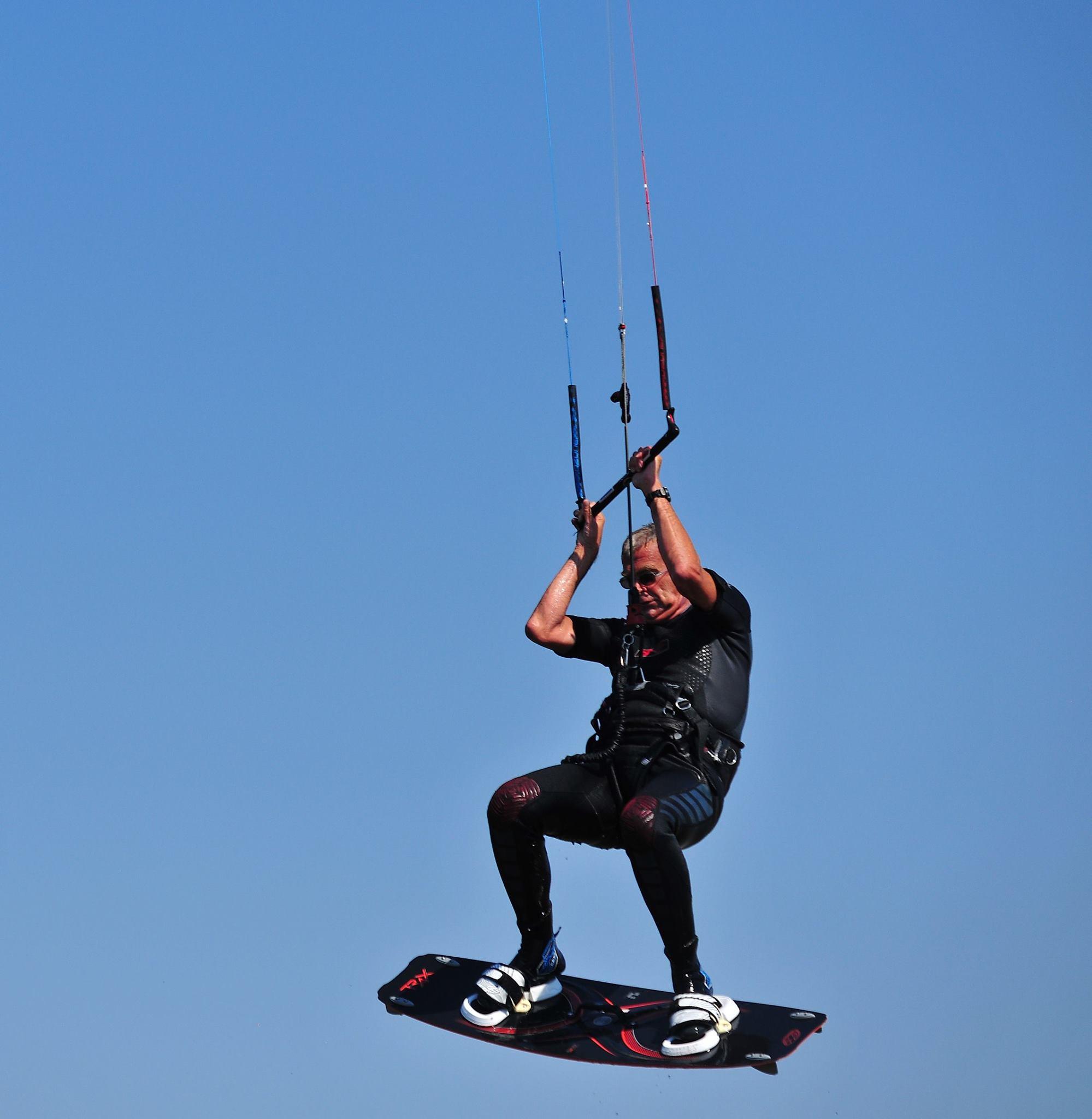 Richard Brandsma's passie is kitesurfen. (Foto's : aangeleverd) rodi.nl © rodi