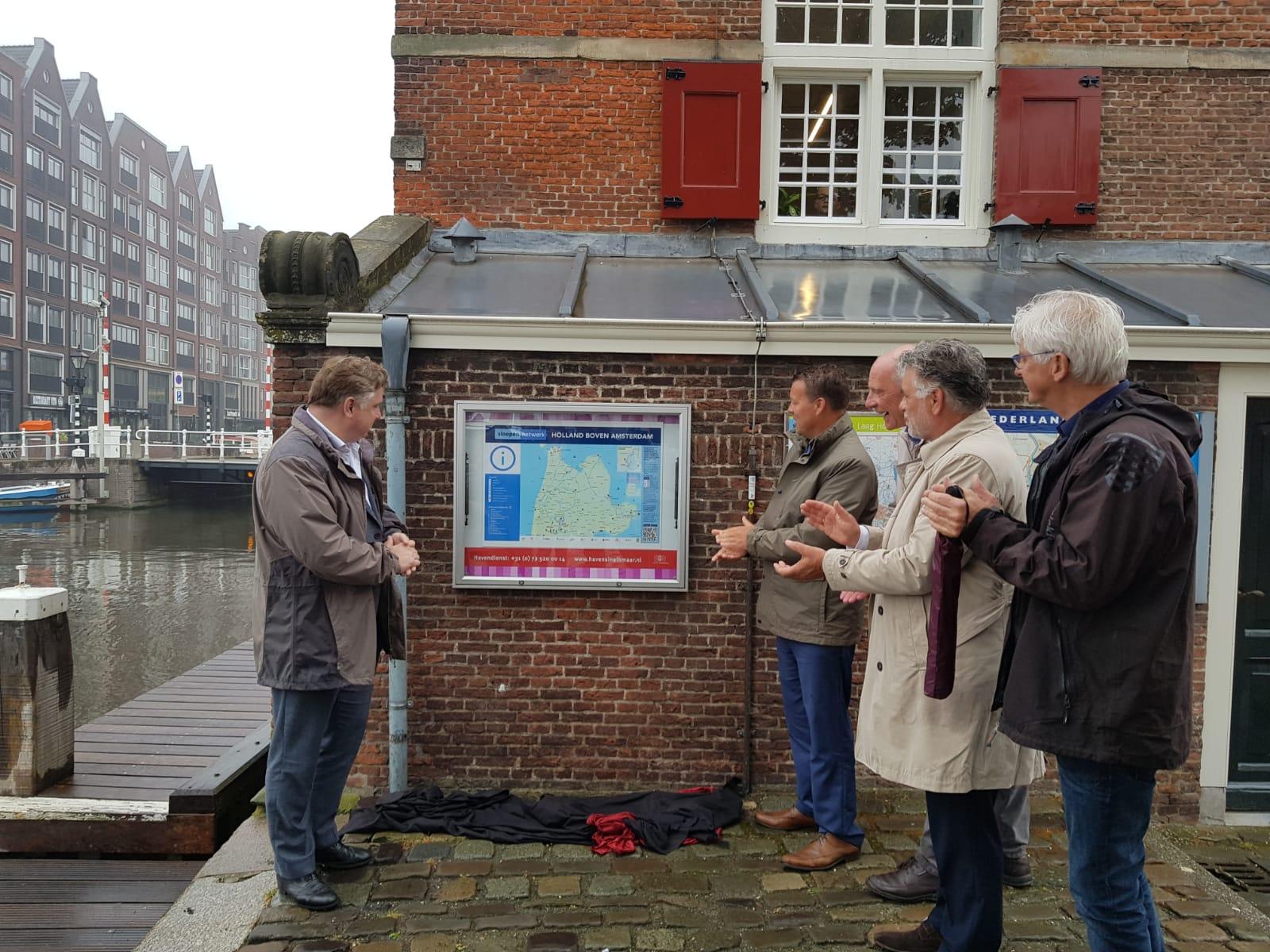 Opening van het Sloepennetwerk door gedeputeerde Cees Loggen. (Foto: aangeleverd)