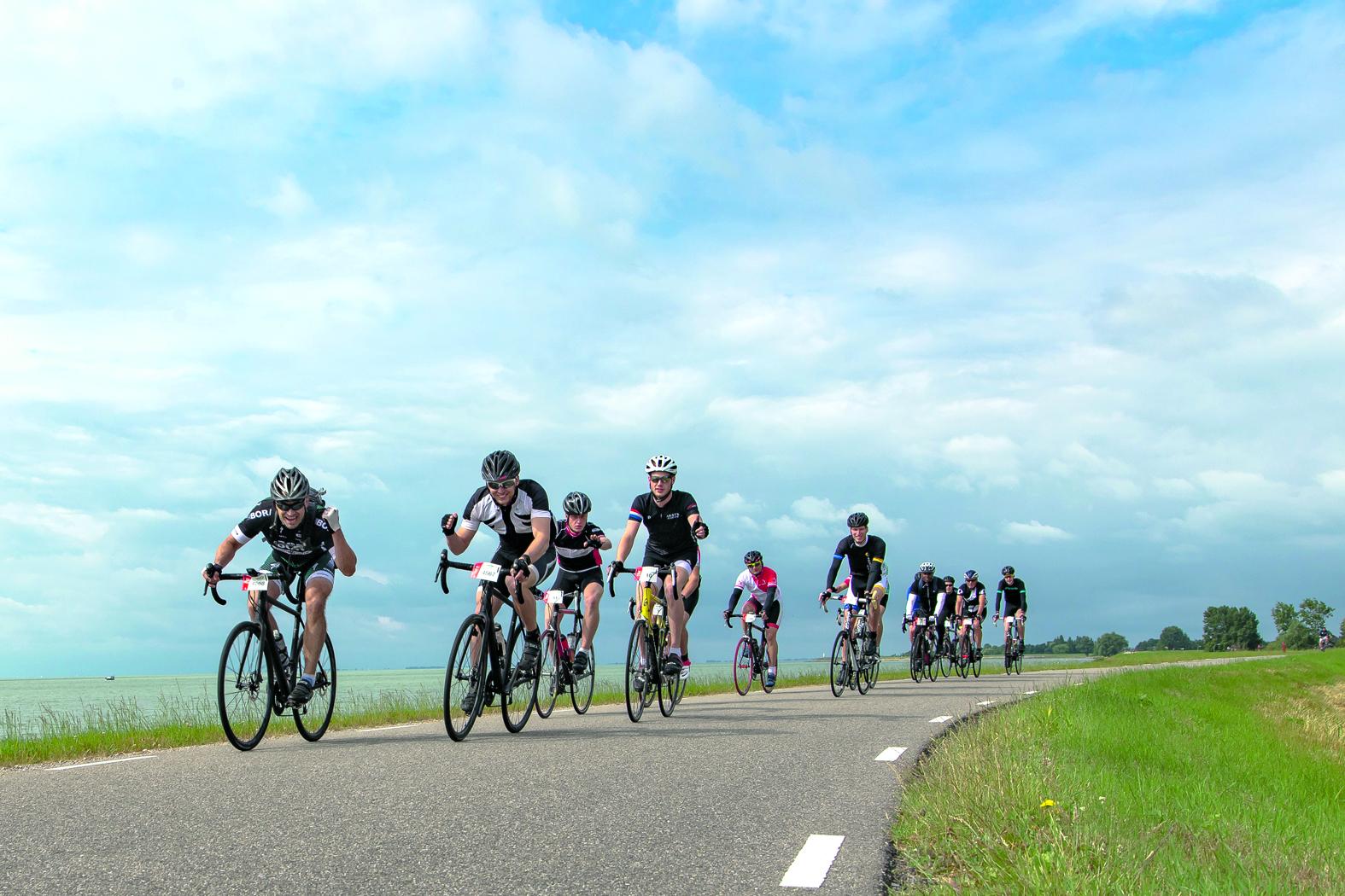 Vanuit Alkmaar, Hoorn, Enkhuizen en Kolhorn starten drie afstanden (50, 80 en 135 km) die geheel of gedeeltelijk over het cultuurhistorisch monument voeren. (Foto: aangeleverd)