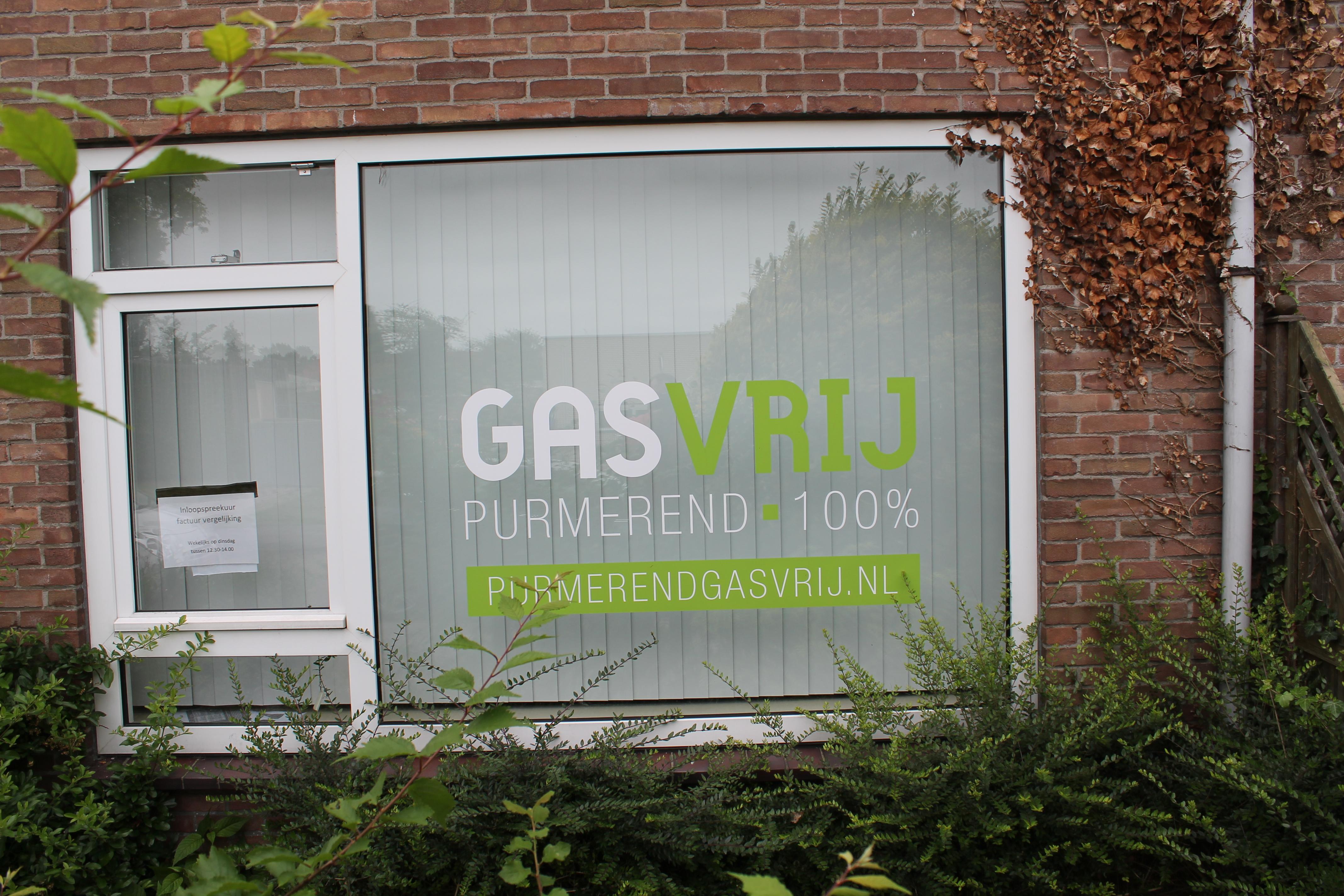 Woningen in de Gasinjetstraat Overwhere maken deel uit van de pilot. Inzet: Op een van de woningen prijkt de tekst Gasvrij. (Foto's: John Bontje) rodi.nl © rodi