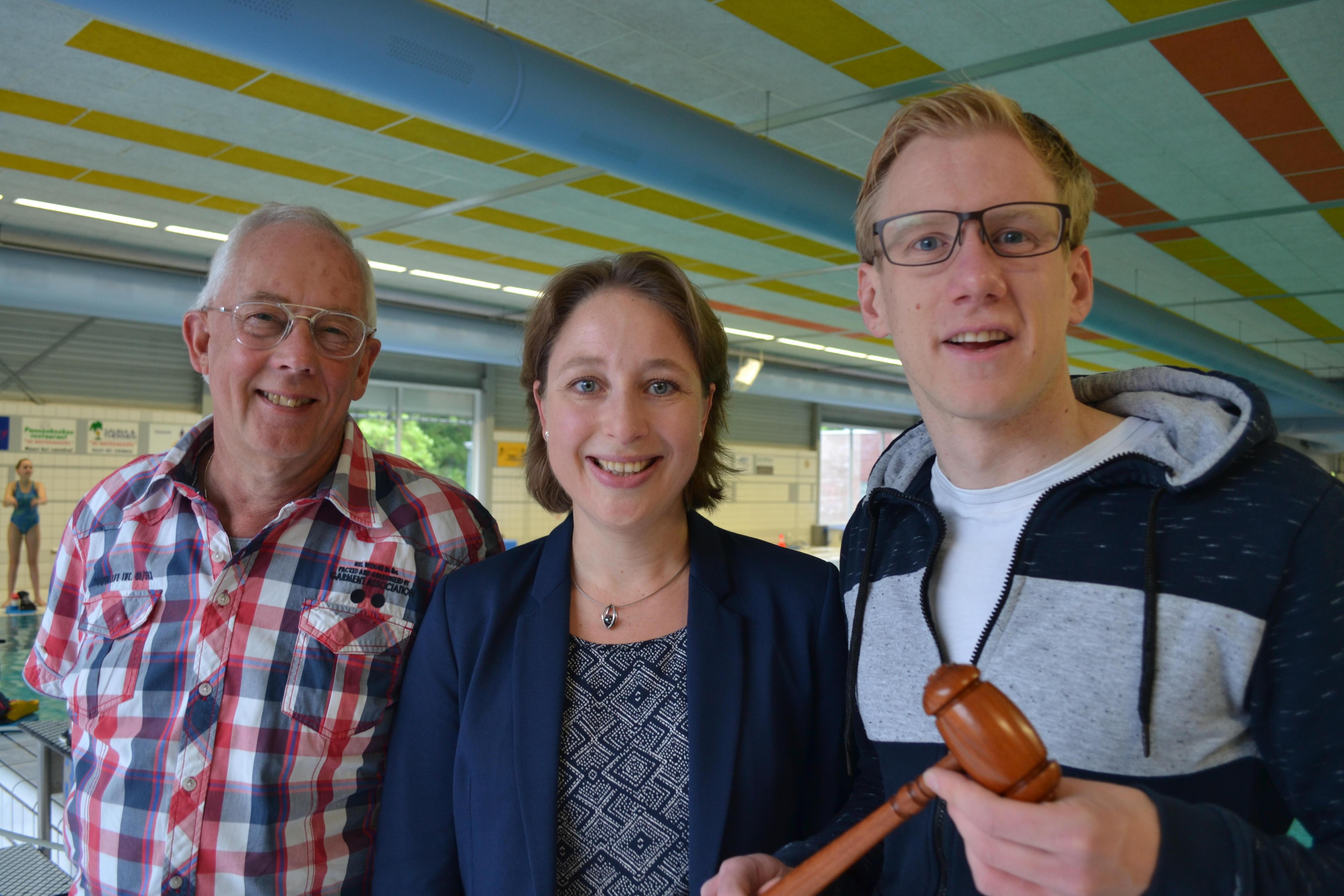 Scheiden voorzitter Adrie van der Gracht (links) samen met Pauline Heus en Pascal Palmboom. (foto aangeleverd)