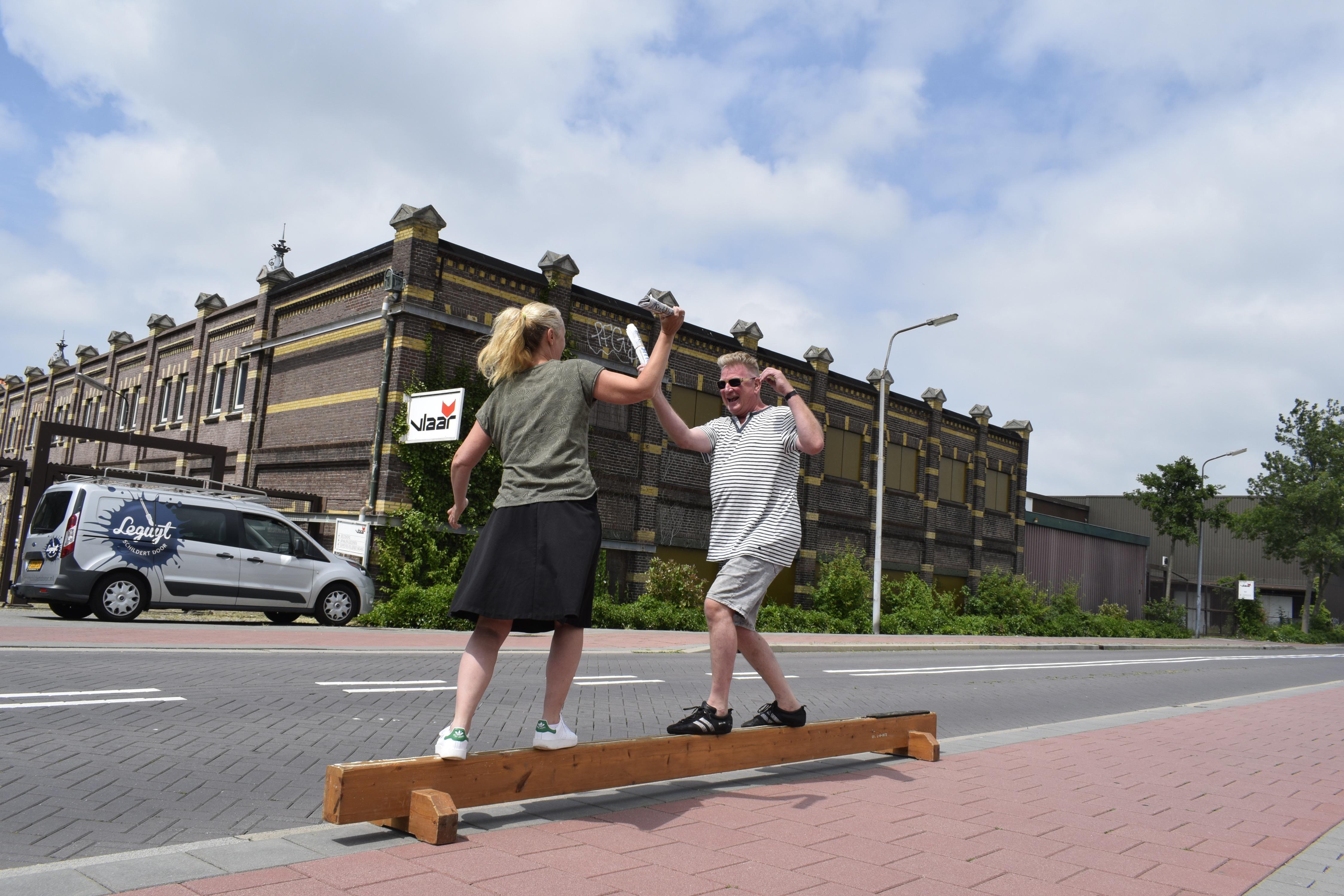 Redacteur Zaanstreek op Zondag in een duel met Henk Leguijt. (Foto: Tineke Alberts)