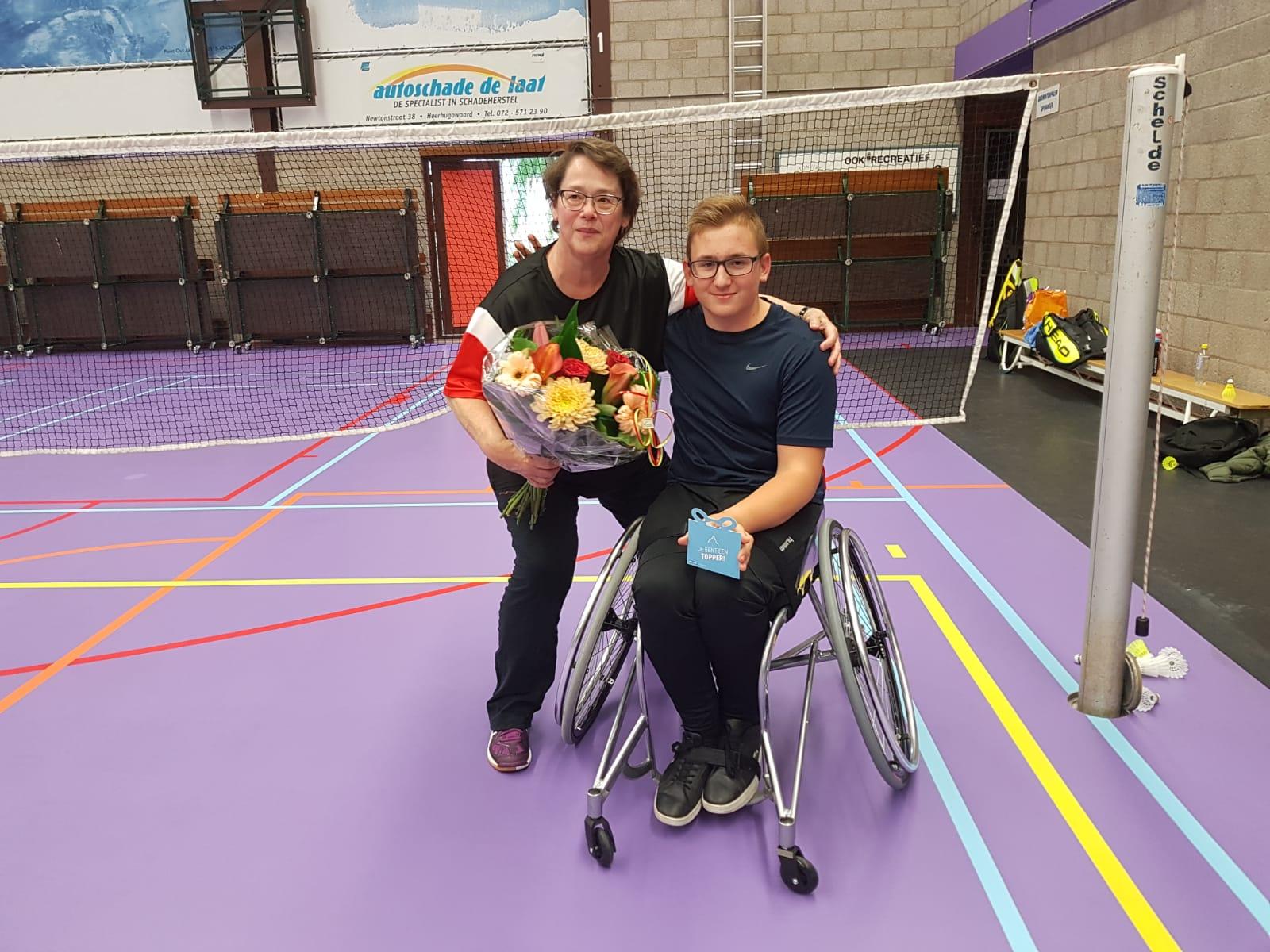 Jonny en zijn trainer Mariëtte Burgering. (aangeleverde foto)
