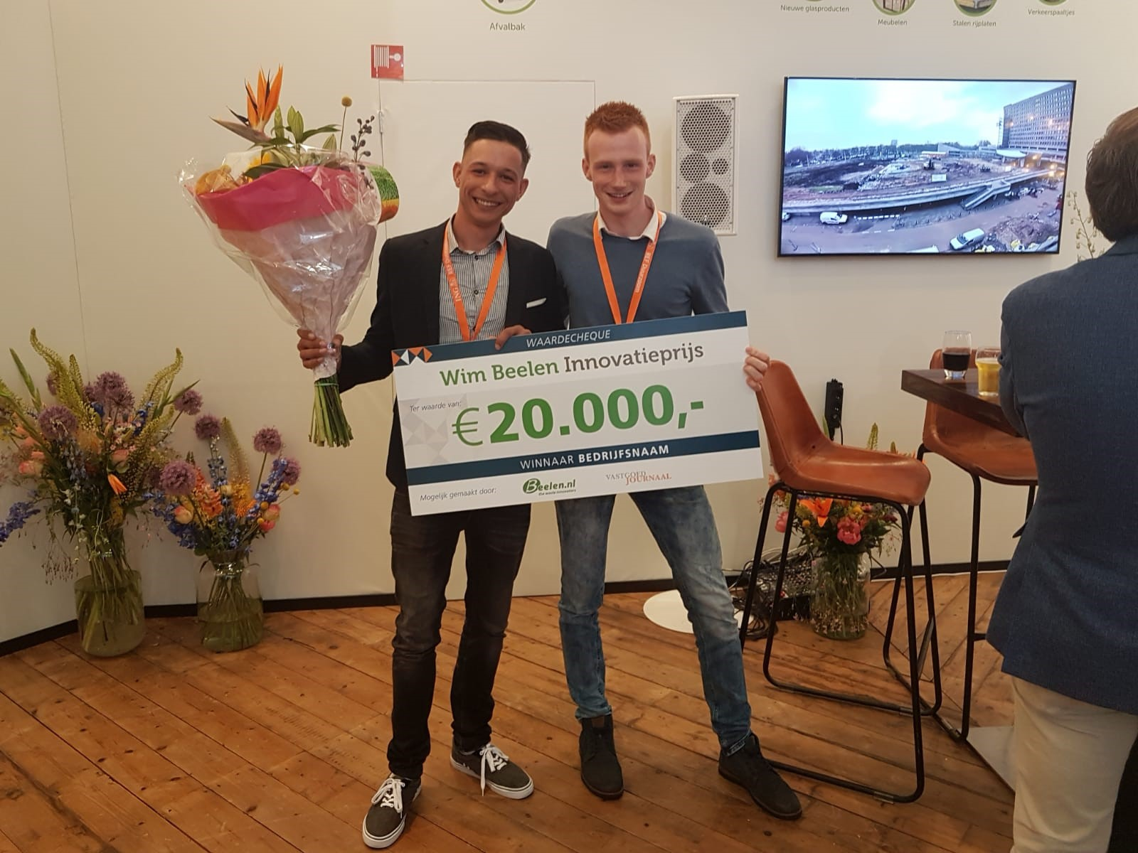 Bouwkundestudenten Donny Hoogendorp en Juriën Veenman ontvangen de Wim Beelen Innovatieprijs 2018. (Foto: aangeleverd)