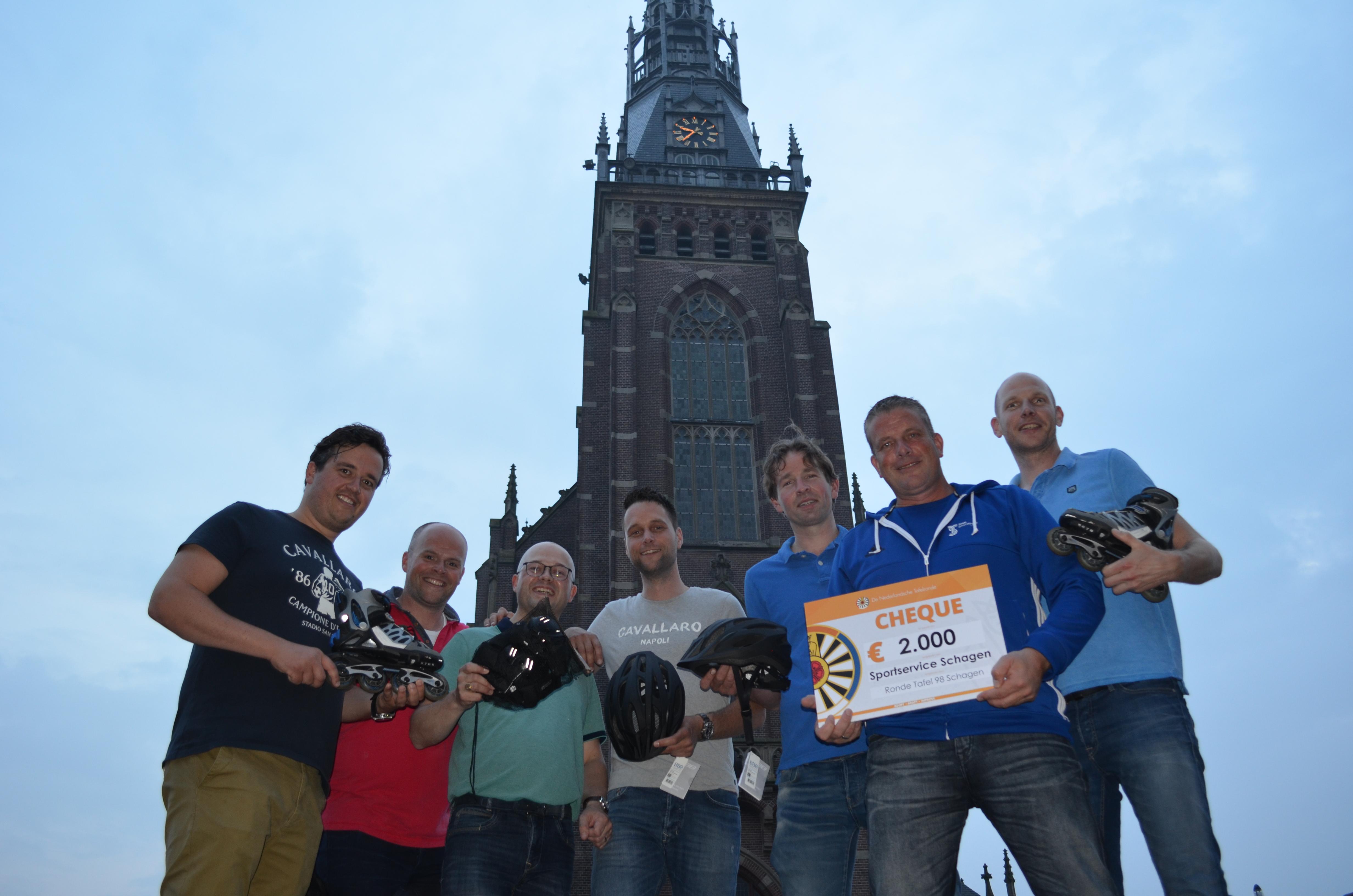 De Ronde Tafel doneert tweeduizend euro aan Team Sportservice Schagen. (Foto: Team Sportservice Schagen)