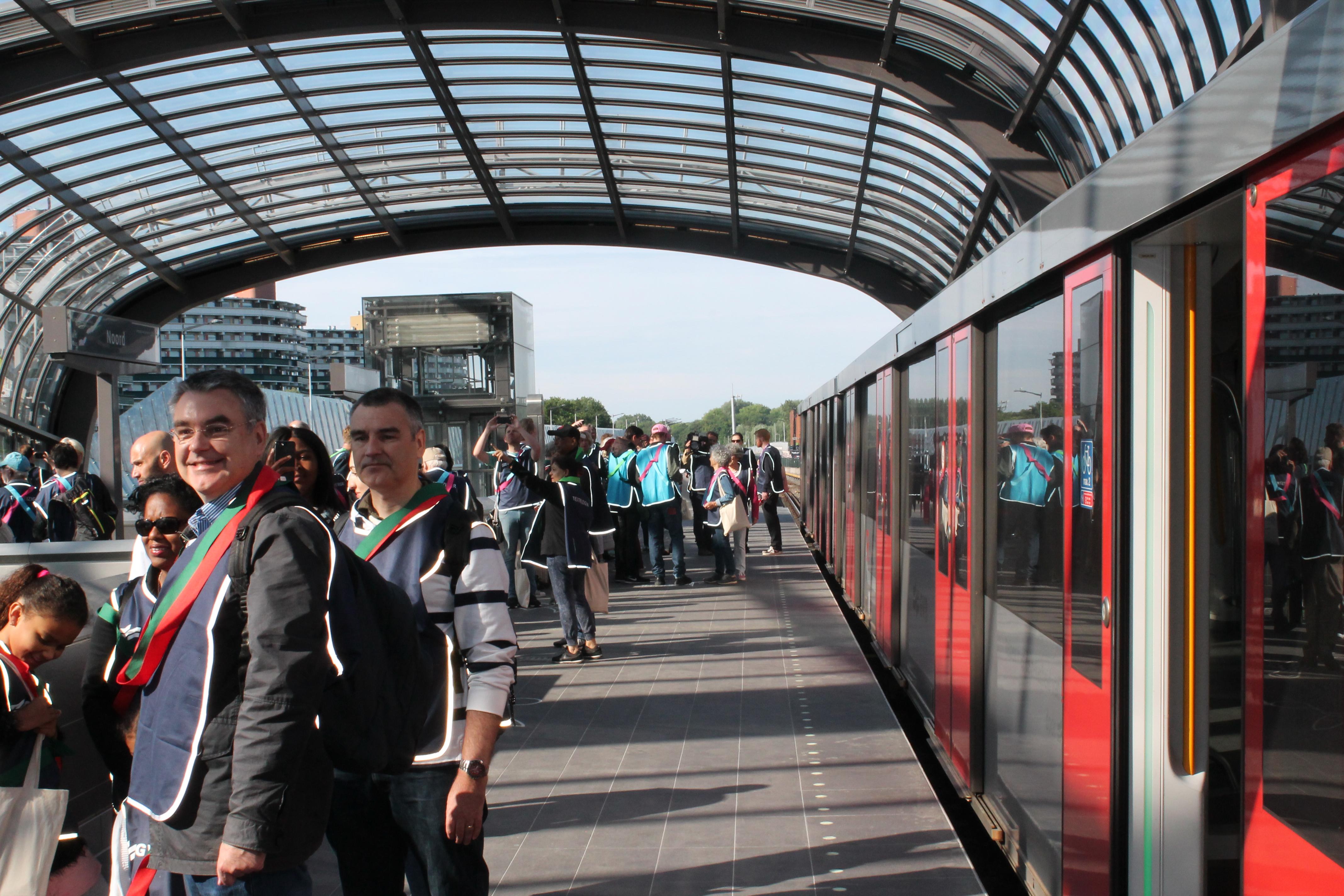 Testreizigers op station Noord. (Foto: Tony Schouten)