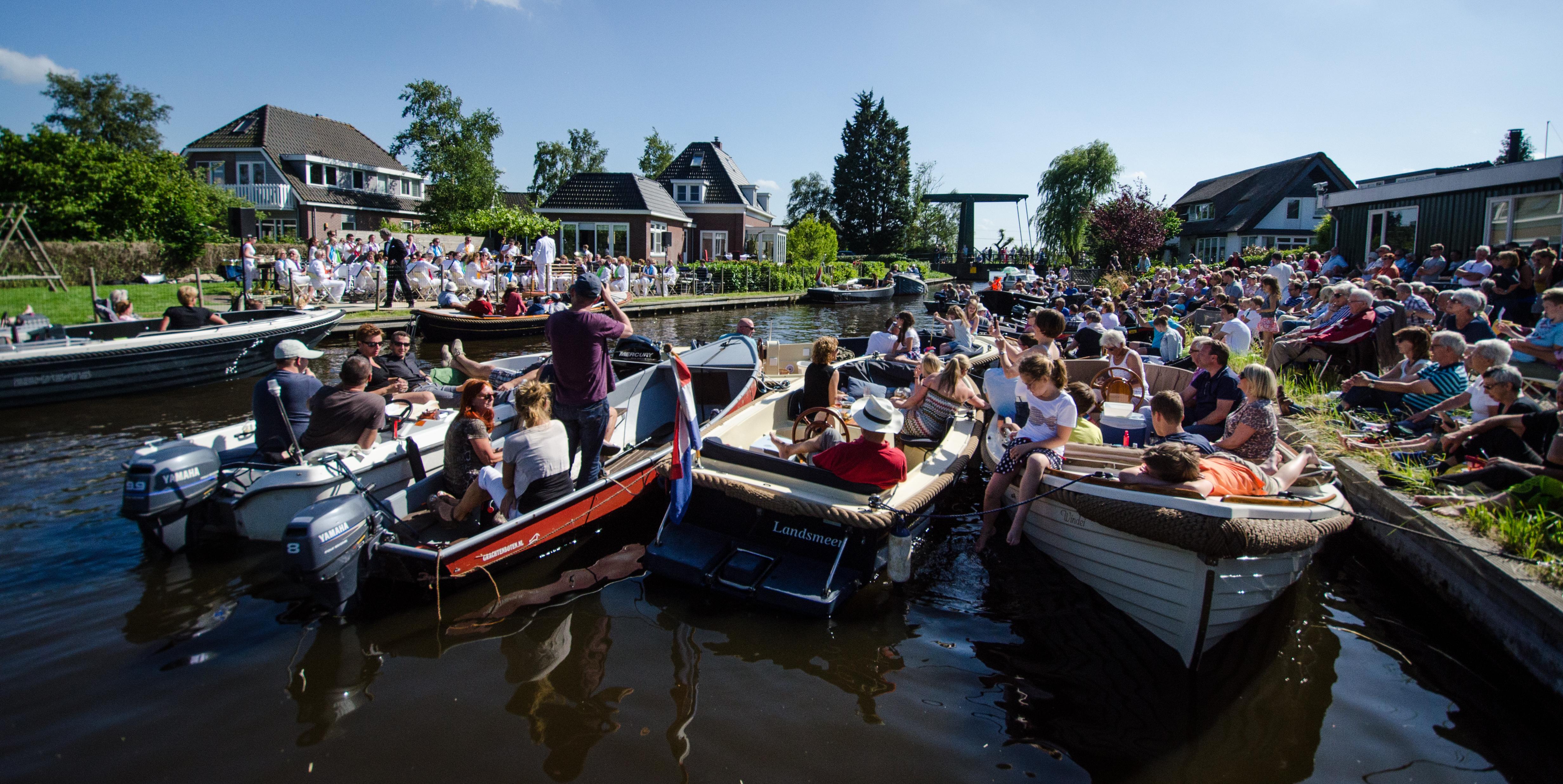 Geniet vanuit je eigen boot van de muziek van Amicitia. (Foto: Johan Vet)