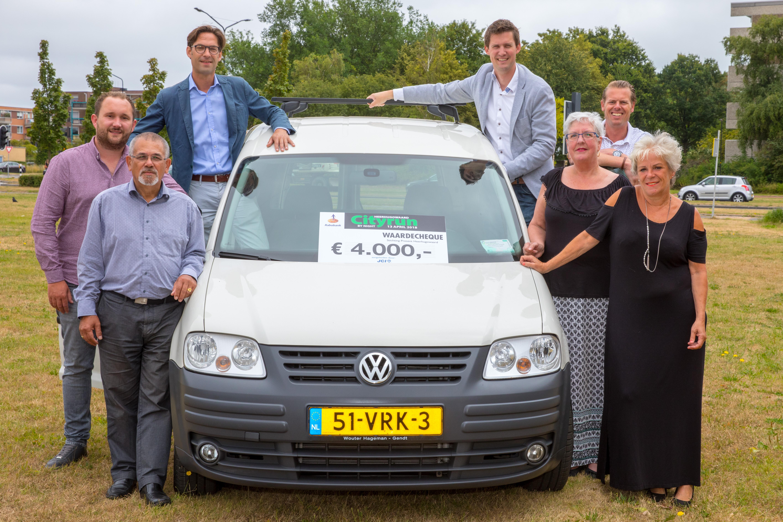 Donderdagochtend 5 juli werd de caddy officieel overhandigd. (foto Vincent de Vries/ Rodi Media)