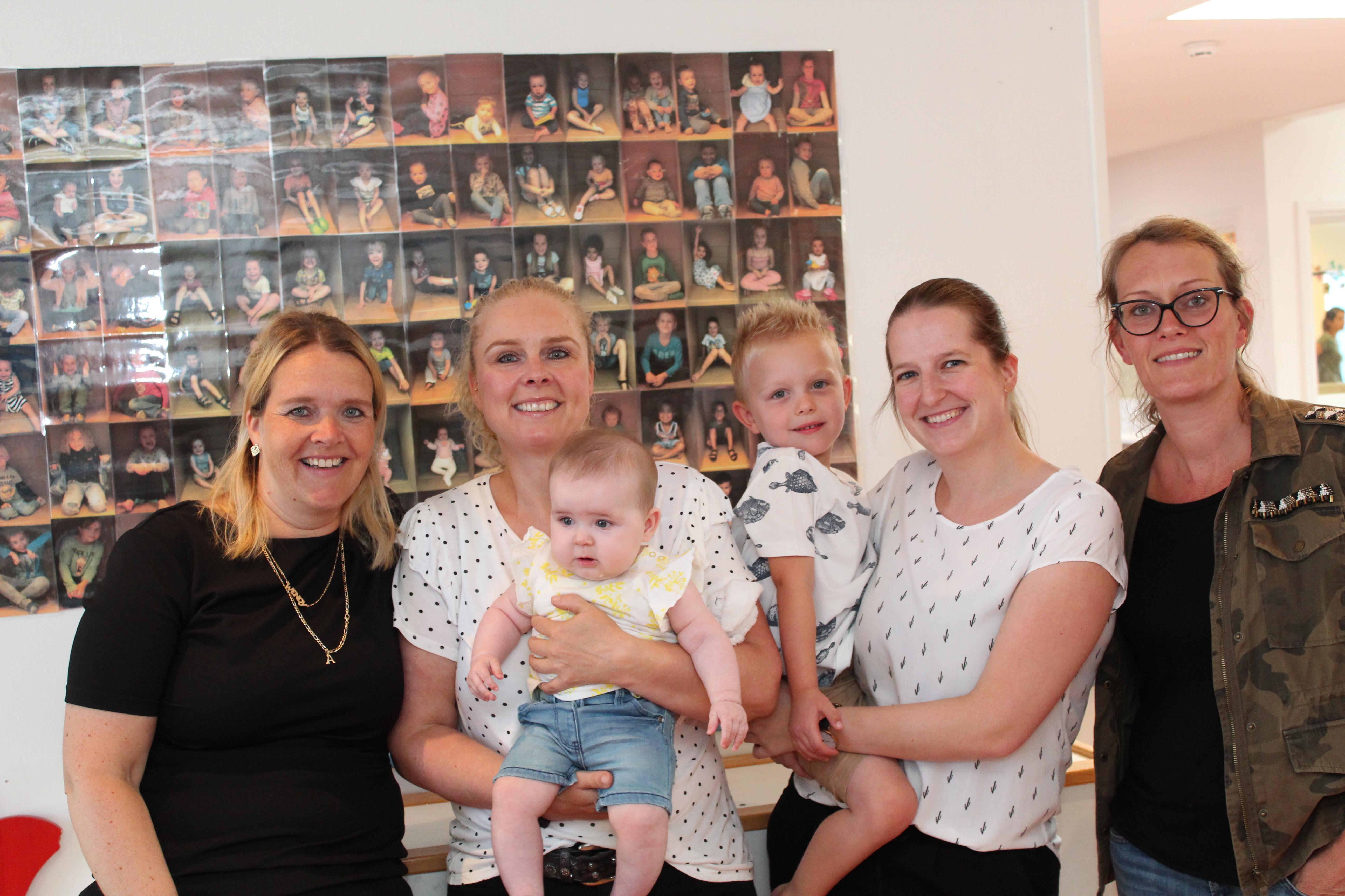 Wendy, Mendy Jessica en Zilla met kids bij kinderopvang Partou. (Foto: Rodi Media)