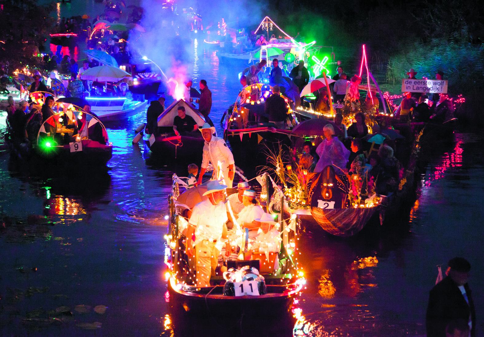 Deelnemende vaartuigen dienen zoals altijd versierd en verlicht te worden. (Foto: aangeleverd)