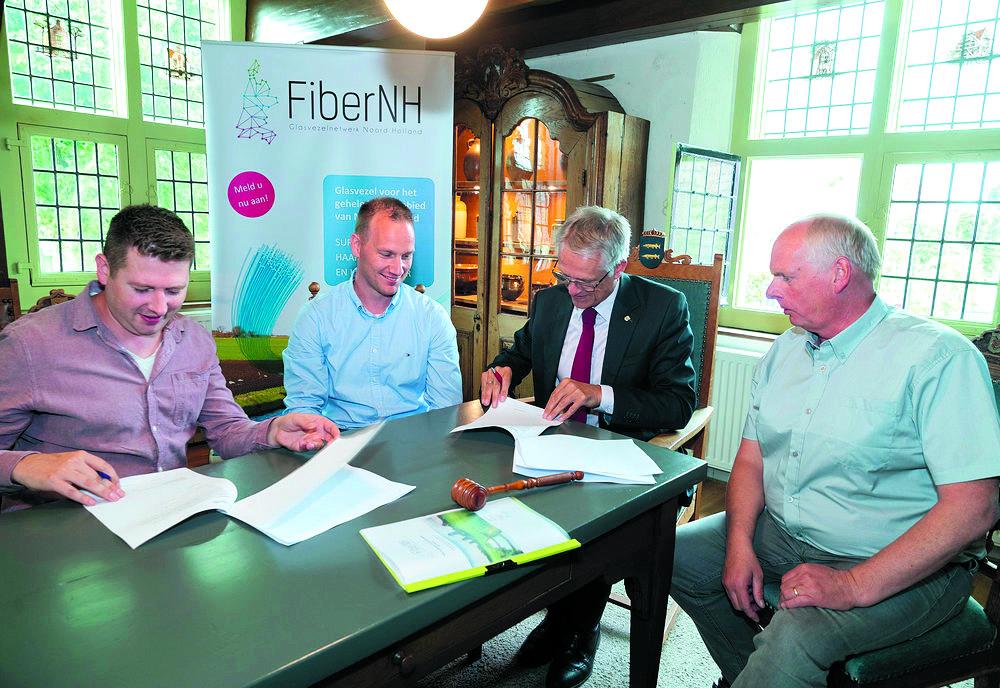 Jan Voesten, André Doggen (FiberNH), Pieter Dijkman, Harm Harmenzon (Breedband Alkmaar Buiten) (Foto: aangeleverd)