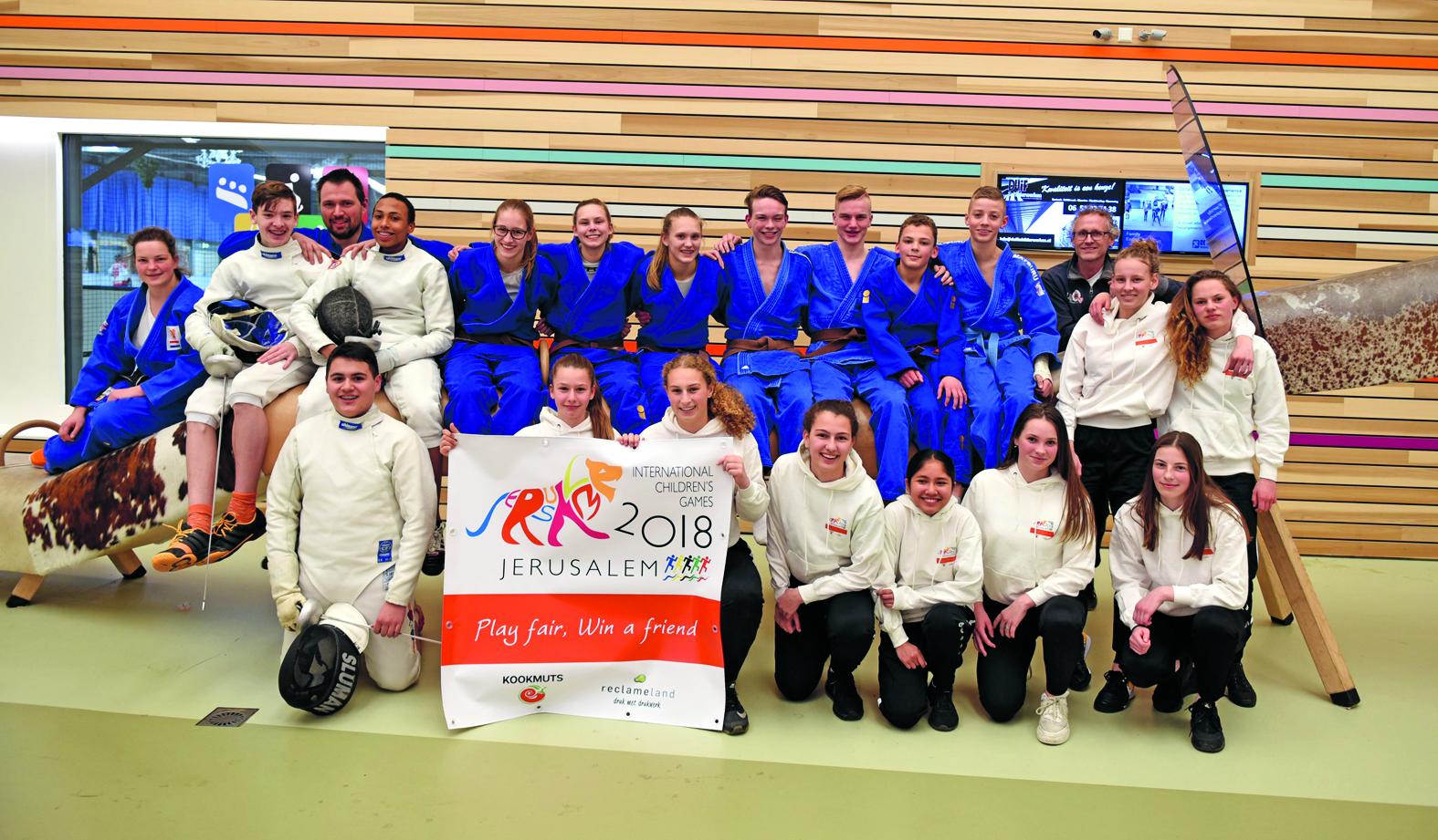Een Alkmaarse delegatie van zeven judoka's, acht voetbalsters en drie schermers reist op 27 juli af naar Israël voor de International Children's Games (ICG) (Foto: aangeleverd)