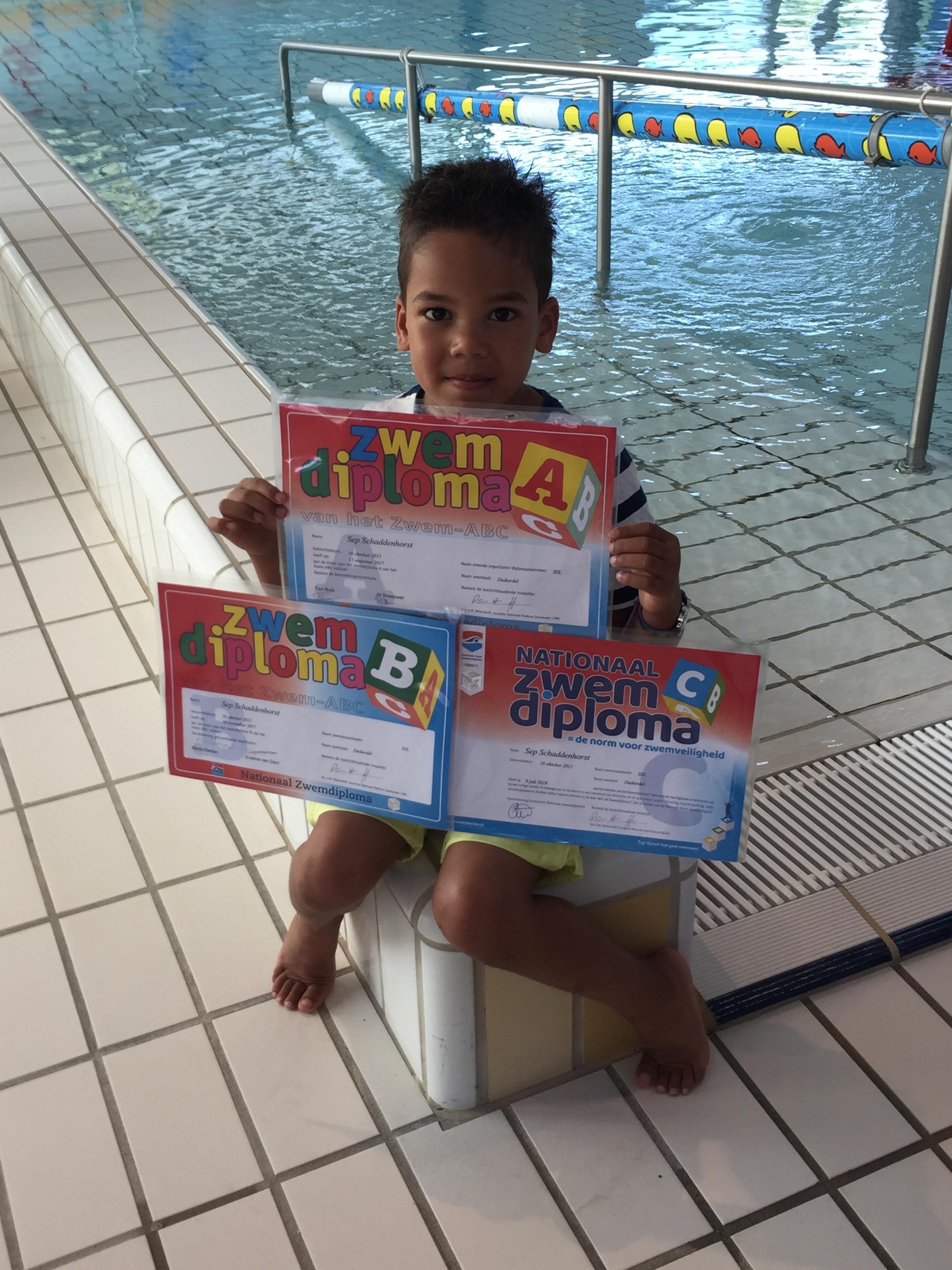 Sep behaalde zijn zwem ABC.. (Foto: aangeleverd)