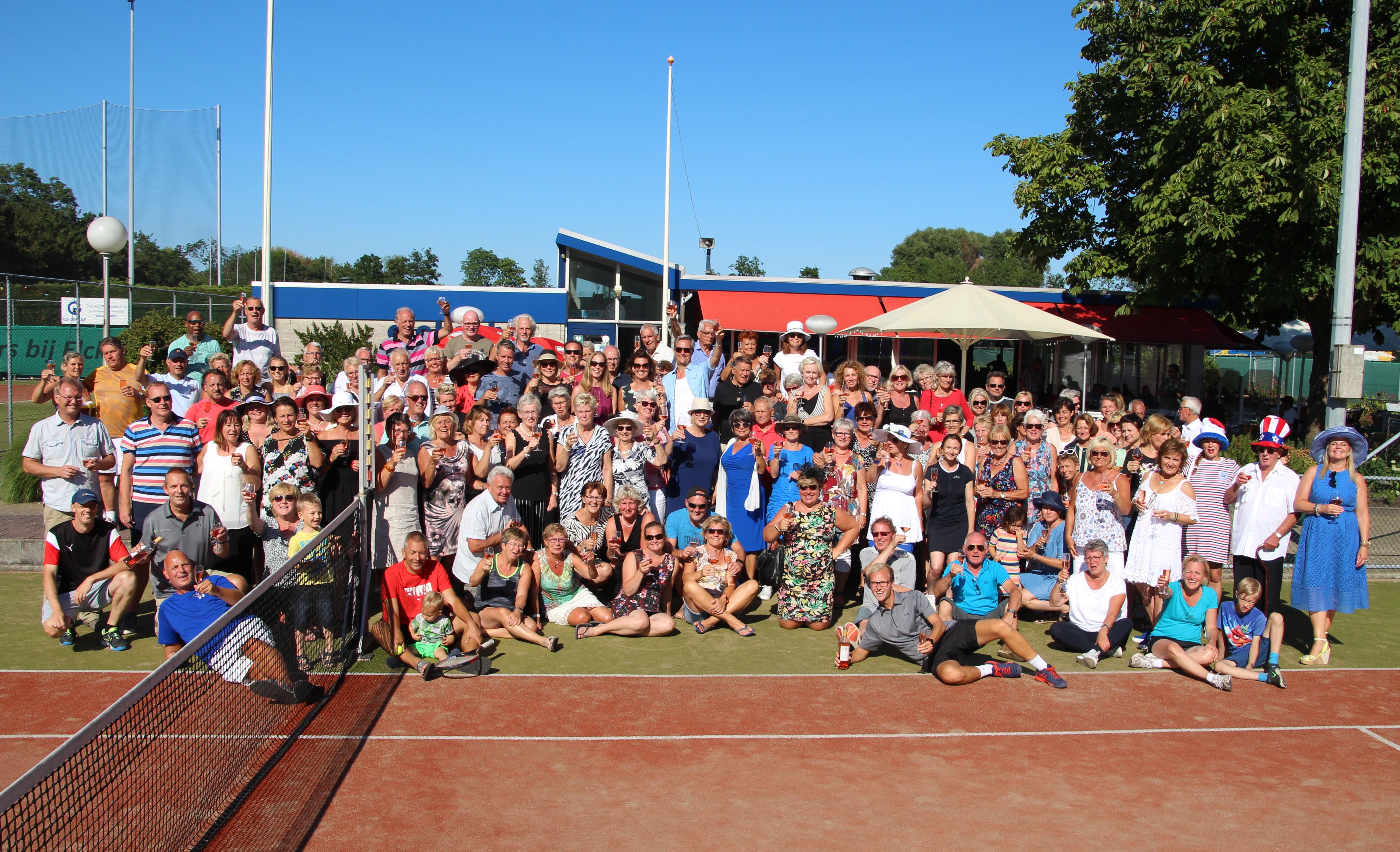 Mooi weer, hoge opkomst bij het Hoogzomer 2.0 Tennis- en Padeltoernooi. (Foto: Alwin Wijngaarde)