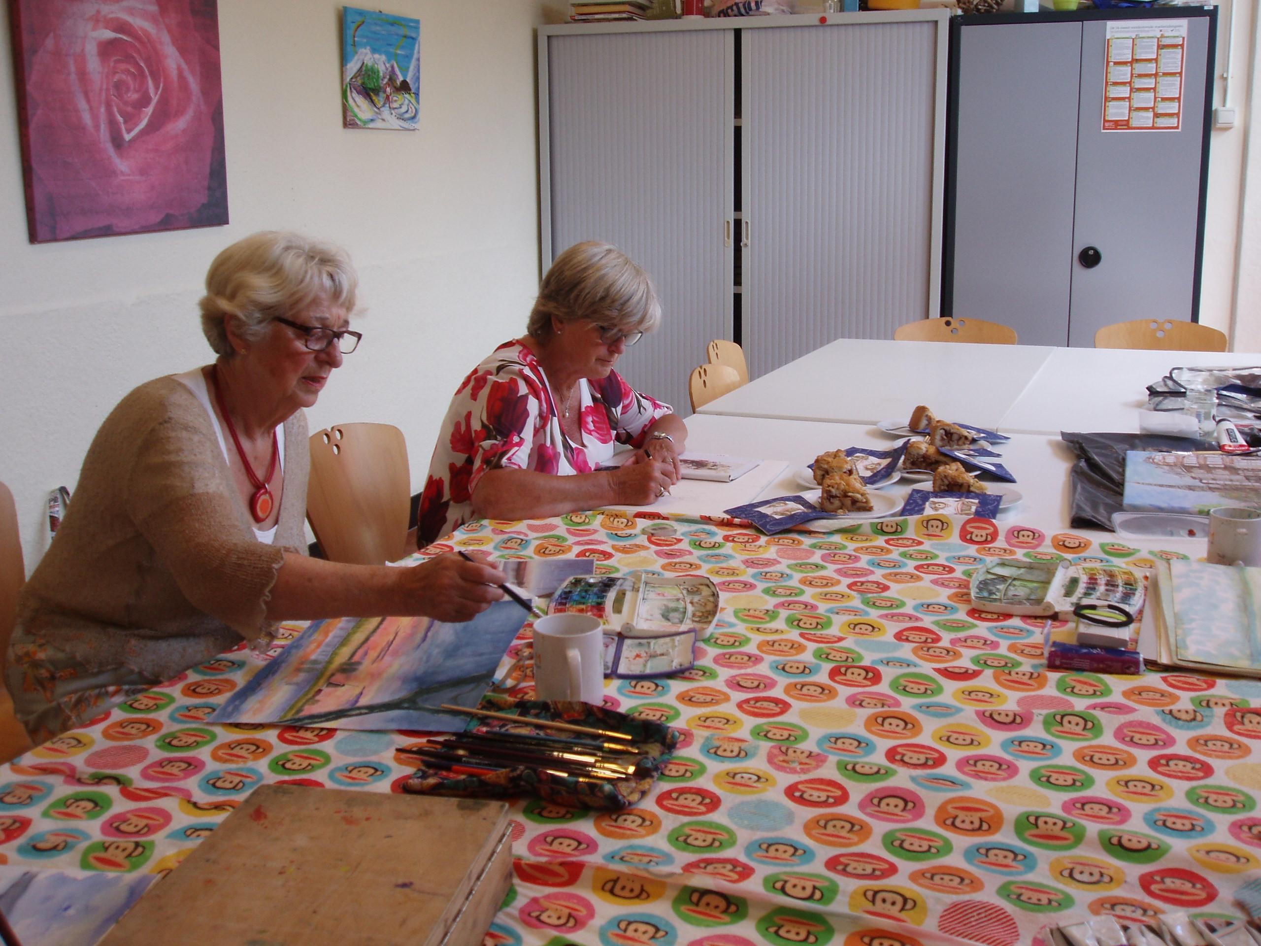 Dames van Schilderskring Poelenburcht aan het werk. (Foto: Schilderskring Poelenburcht)