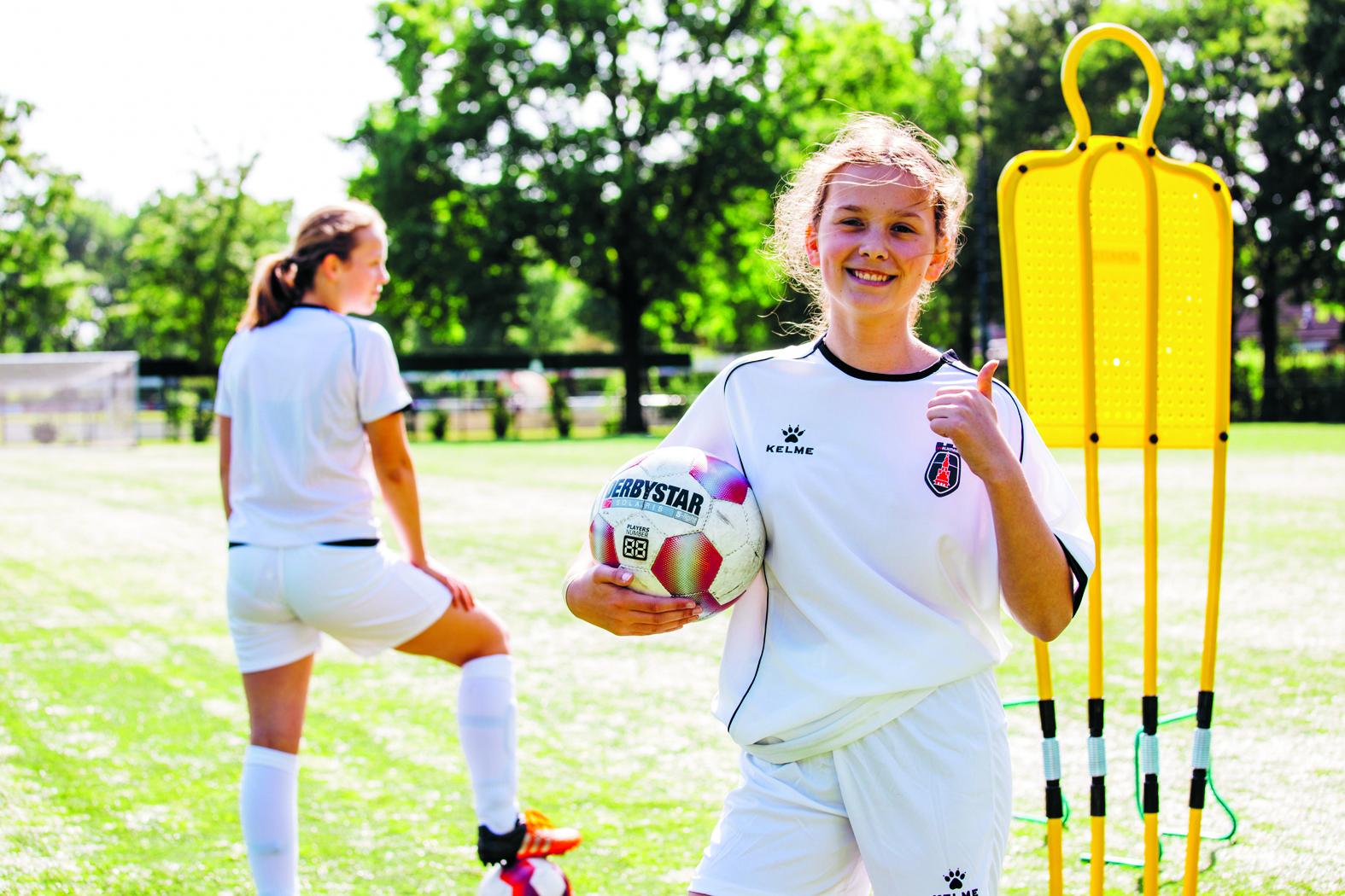 De Soccer Camps zijn bedoeld voor meiden van 6 tot en met 16 jaar. (foto aangeleverd)