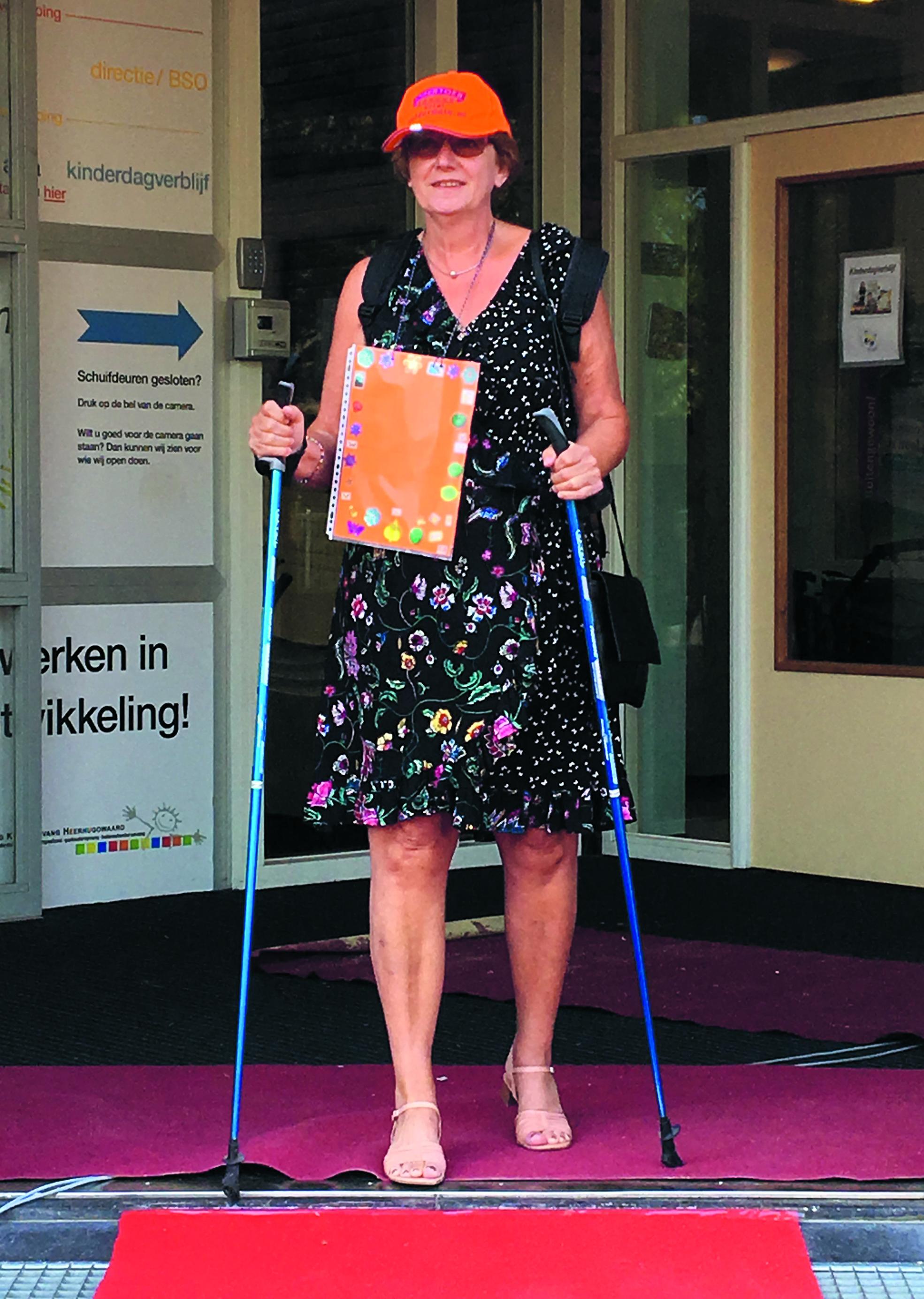 Juf Jolanda had haar wandeloutfit alvast aangetrokken. (aangeleverde foto)