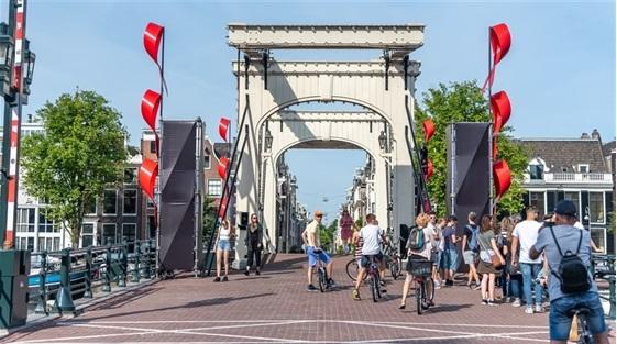 Een derde van de Amsterdammers zegt het afgelopen jaar een of meerdere activiteiten te hebben ondernomen gericht op wonen in de buurt of stad. (Foto: Gemeente Amsterdam).