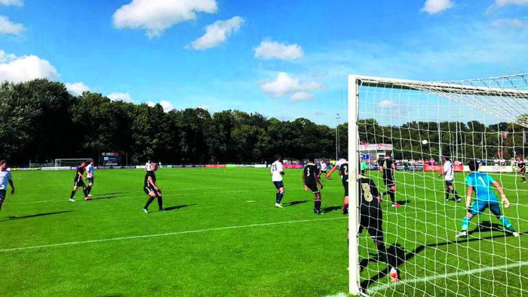 Kon. HFC hield zich zaterdag in eigen huis aardig staande tegen Jong Ajax. De Haarlemmers verloren uiteindelijk met 2-3. (foto website NH Nieuws)