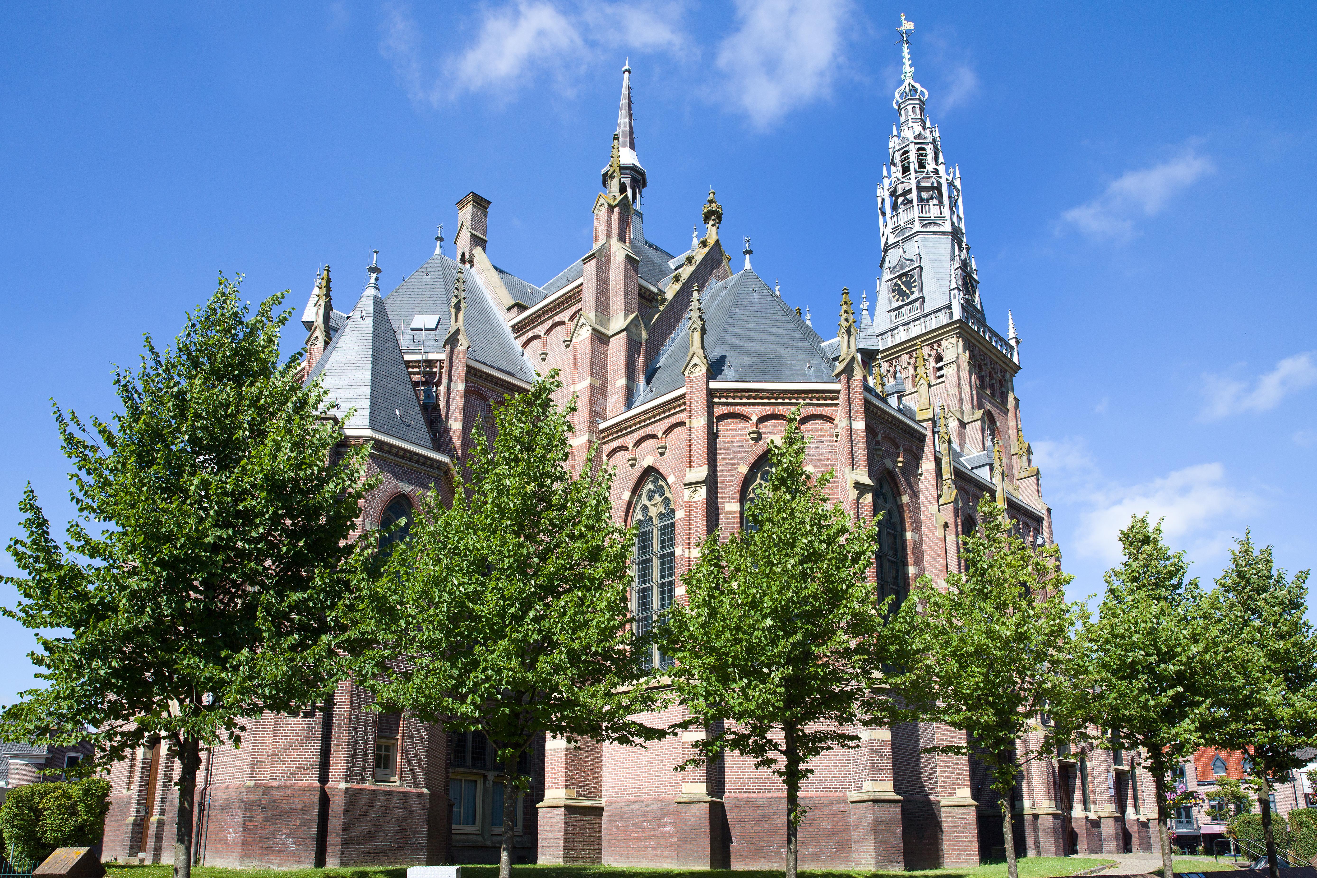 Naast de Grote Kerk aan de Markt kent gemeente Schagen nog veel meer kerktorens en molens met een monumentale status. (Foto: Jolanda Jacobs Fotografie)