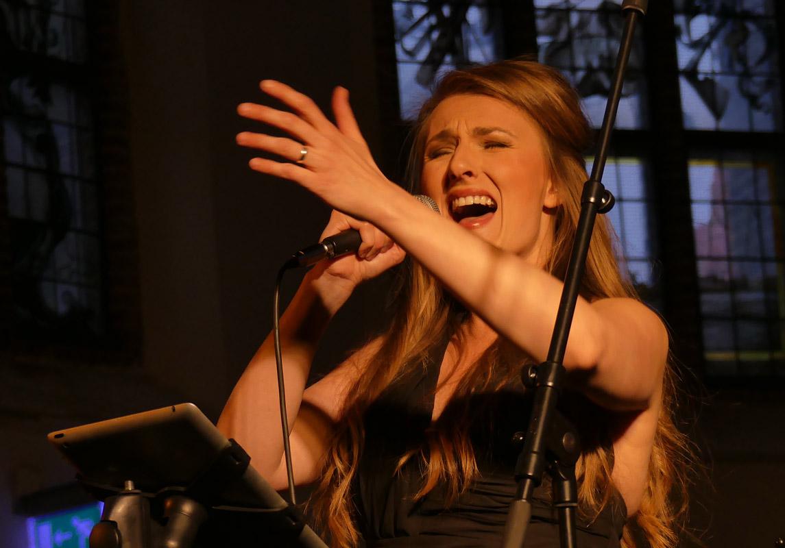 Daisy Correia zingt de fado op eigen wijze. (Foto: DaisyCorreia.com)