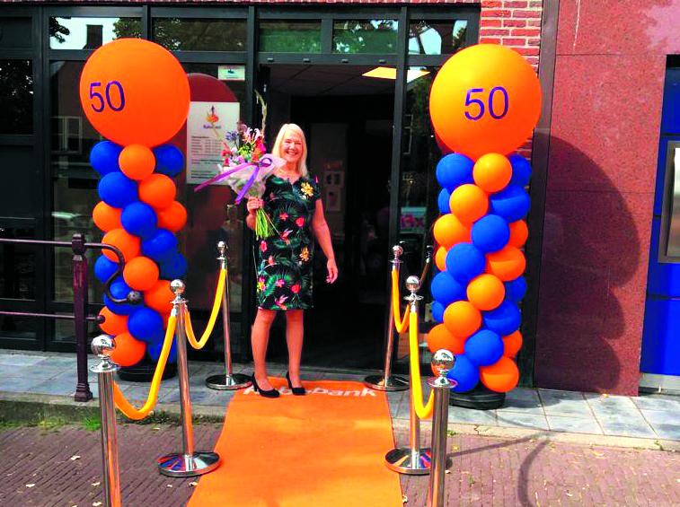 Cobi Bazen werkt vijftig jaar bij de Rabobank. Gefeliciteerd!!! (Foto: aangeleerd)