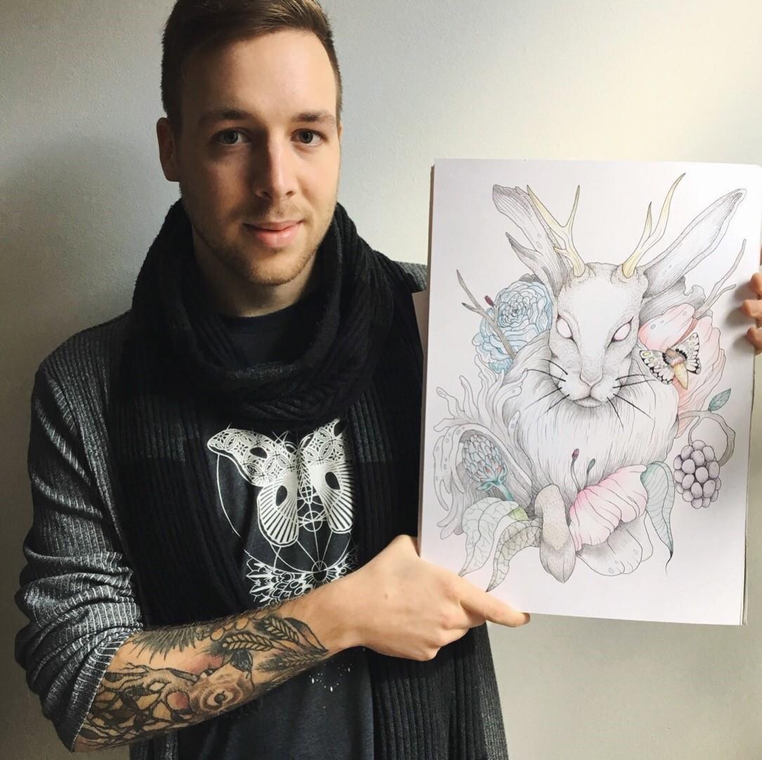 Rowan Vellinga met één van zijn werken. (Foto: aangeleverd)
