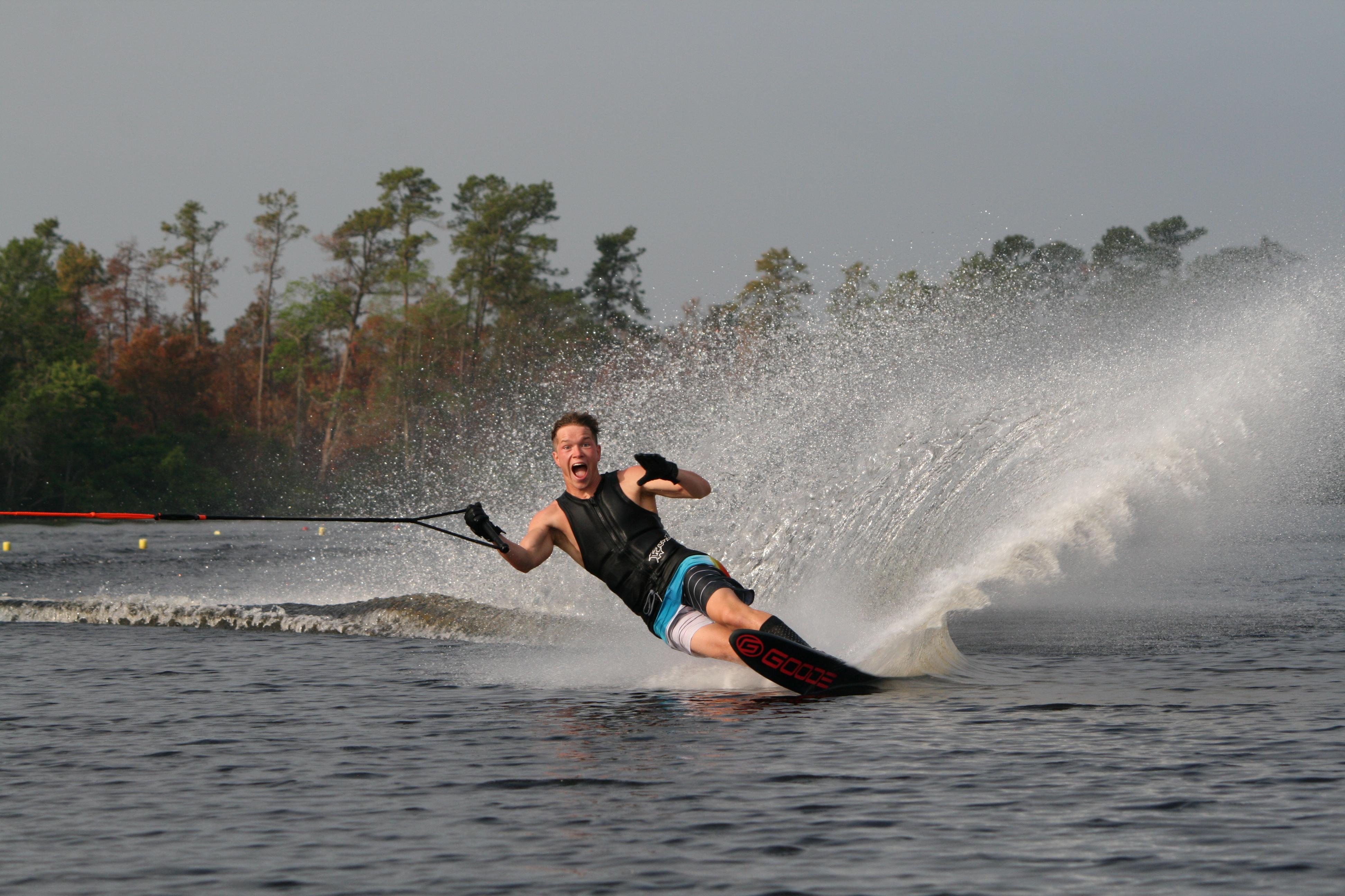 """Tycho Hof krijgt in Amerika alle ruimte om zich als waterskiër te verbeteren. """"Dat is super!"""" (Foto: aangeleverd)"""
