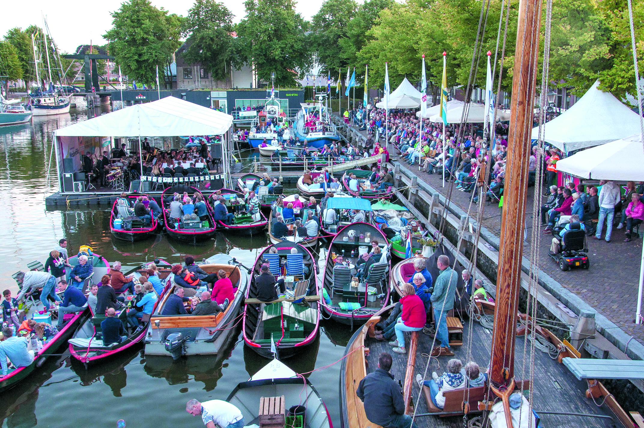 De Drakenbootraces zijn het hoogtepunt op zondag 12 augustus, tijdens de Medemblikker Waterweek. (Foto: RG-Fotografie rodi.nl © rodi