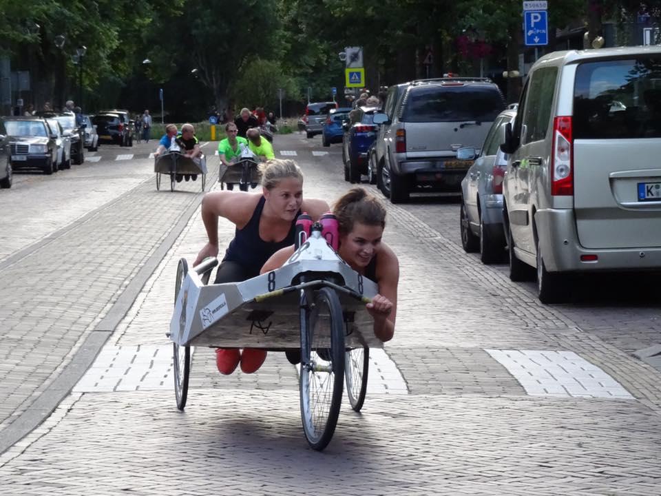 Beddenrace in Bergen opmaat tot Langedijker Beddenrace. (Foto: aangeleverd)