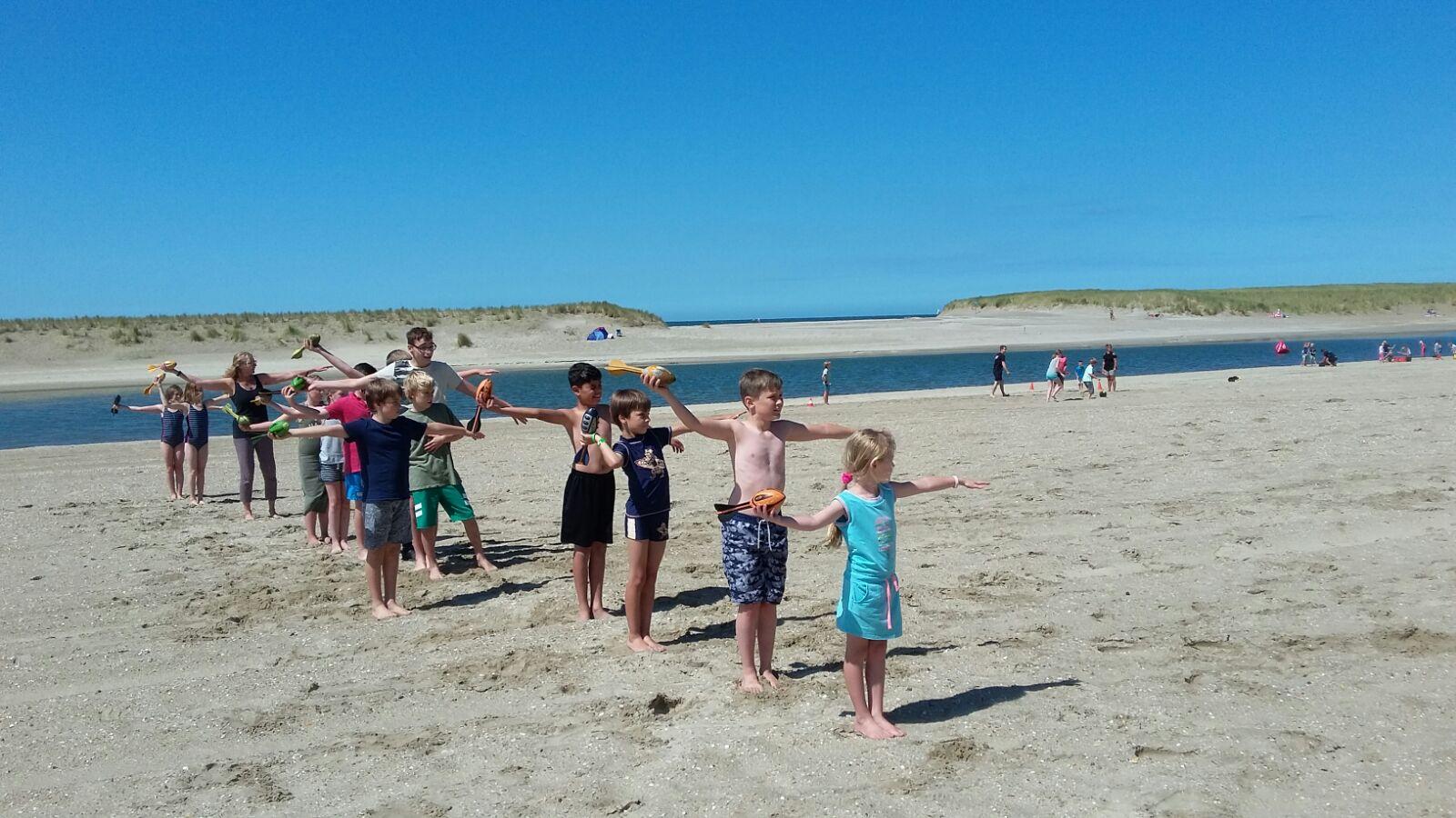 """""""Het mooie aan Beachfun is dat een kind ook kennis kan maken met wat minder voor de hand liggende sporten."""" (Foto's: aangeleverd)"""