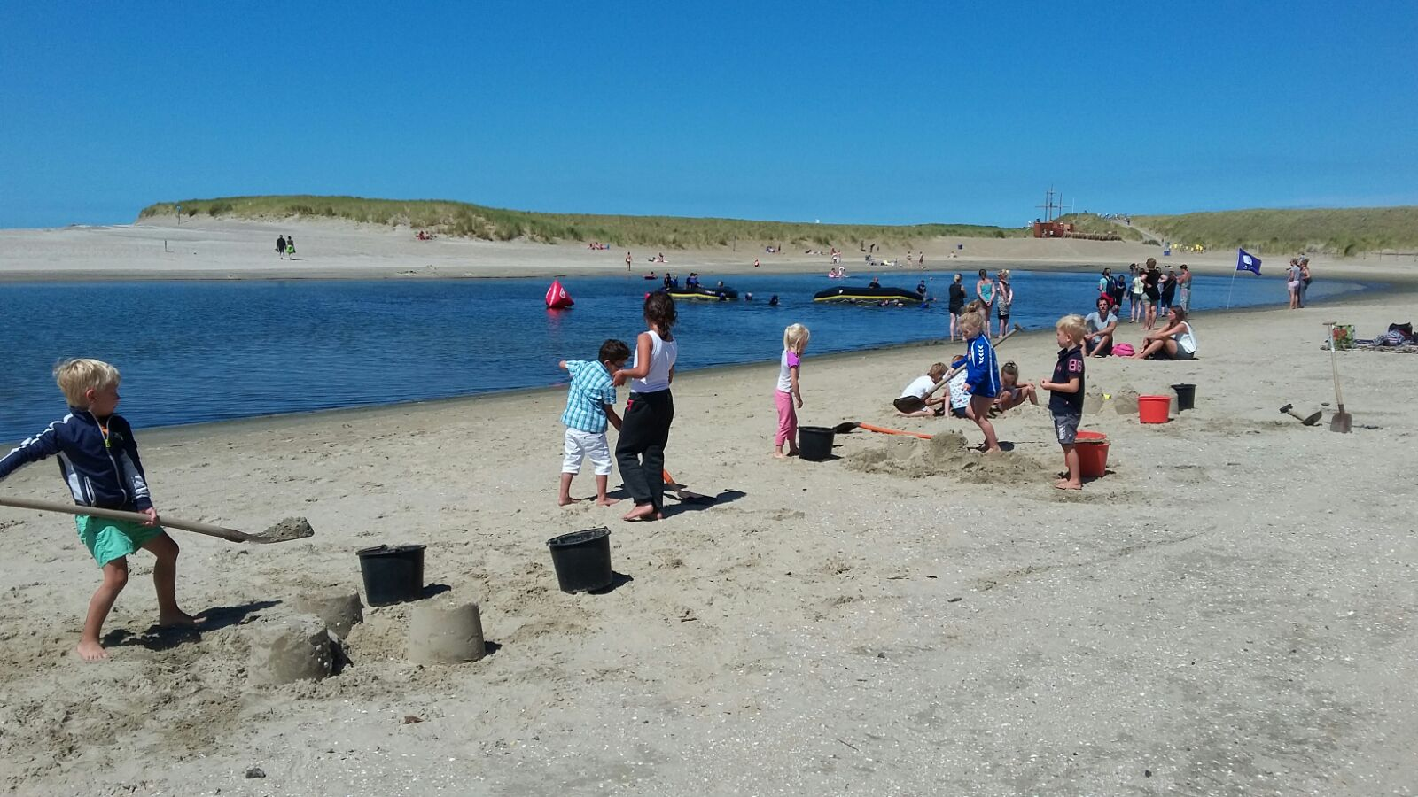 """""""Het mooie aan Beachfun is dat een kind ook kennis kan maken met wat minder voor de hand liggende sporten."""" (Foto's: aangeleverd) rodi.nl © rodi"""