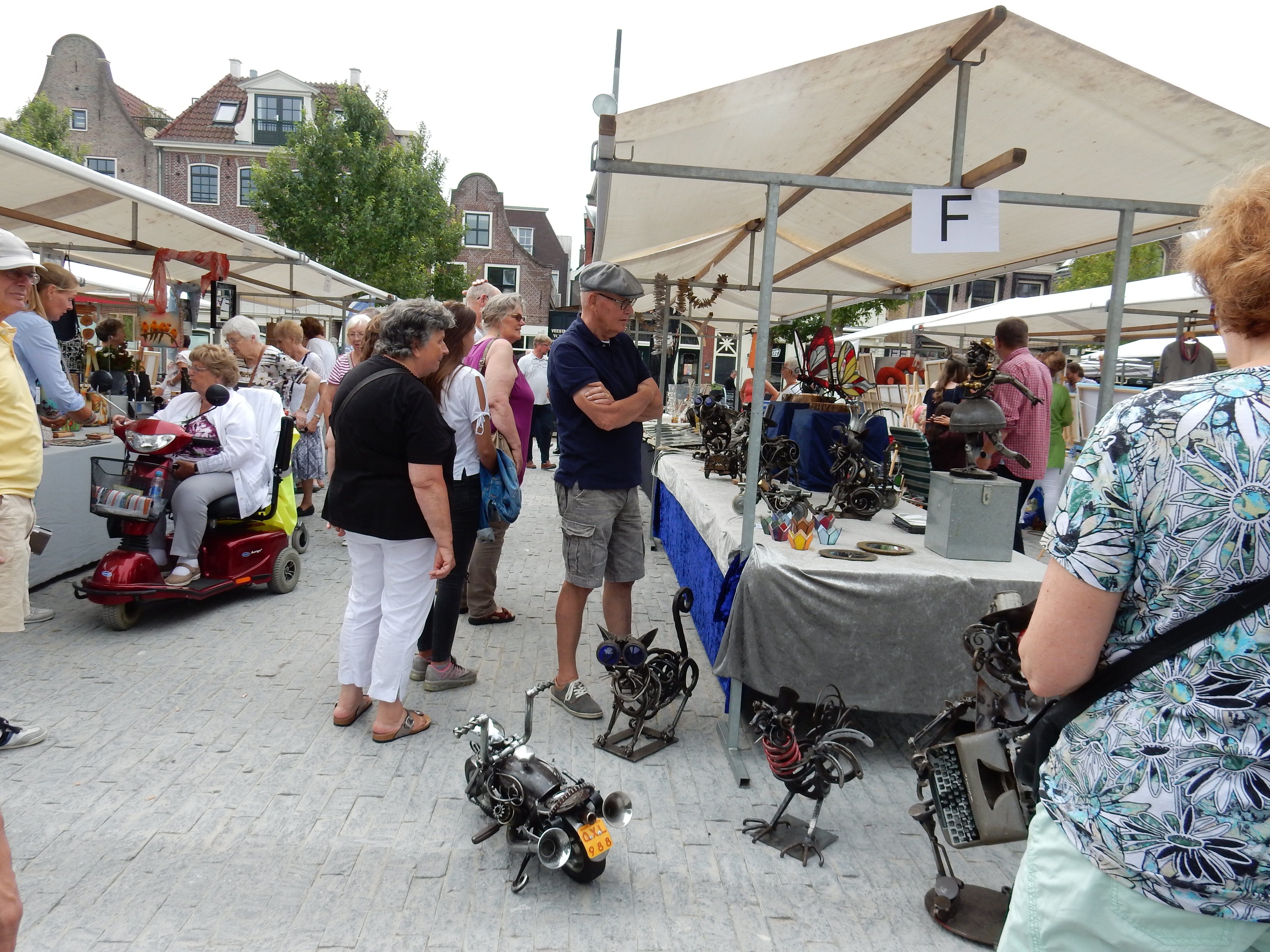 De kunstmarkt trekt jaarlijks veel belangstellenden. (Foto: aangeleverd)