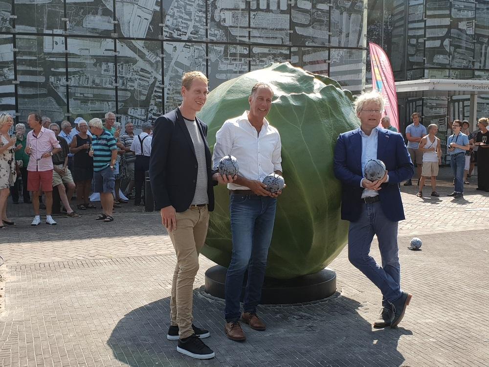 De kool is betaald door Koninklijke Vezet, Stichting Lief Langedijk en Stichting Toeristische Promotie Langedijk. (Foto: aangeleverd)