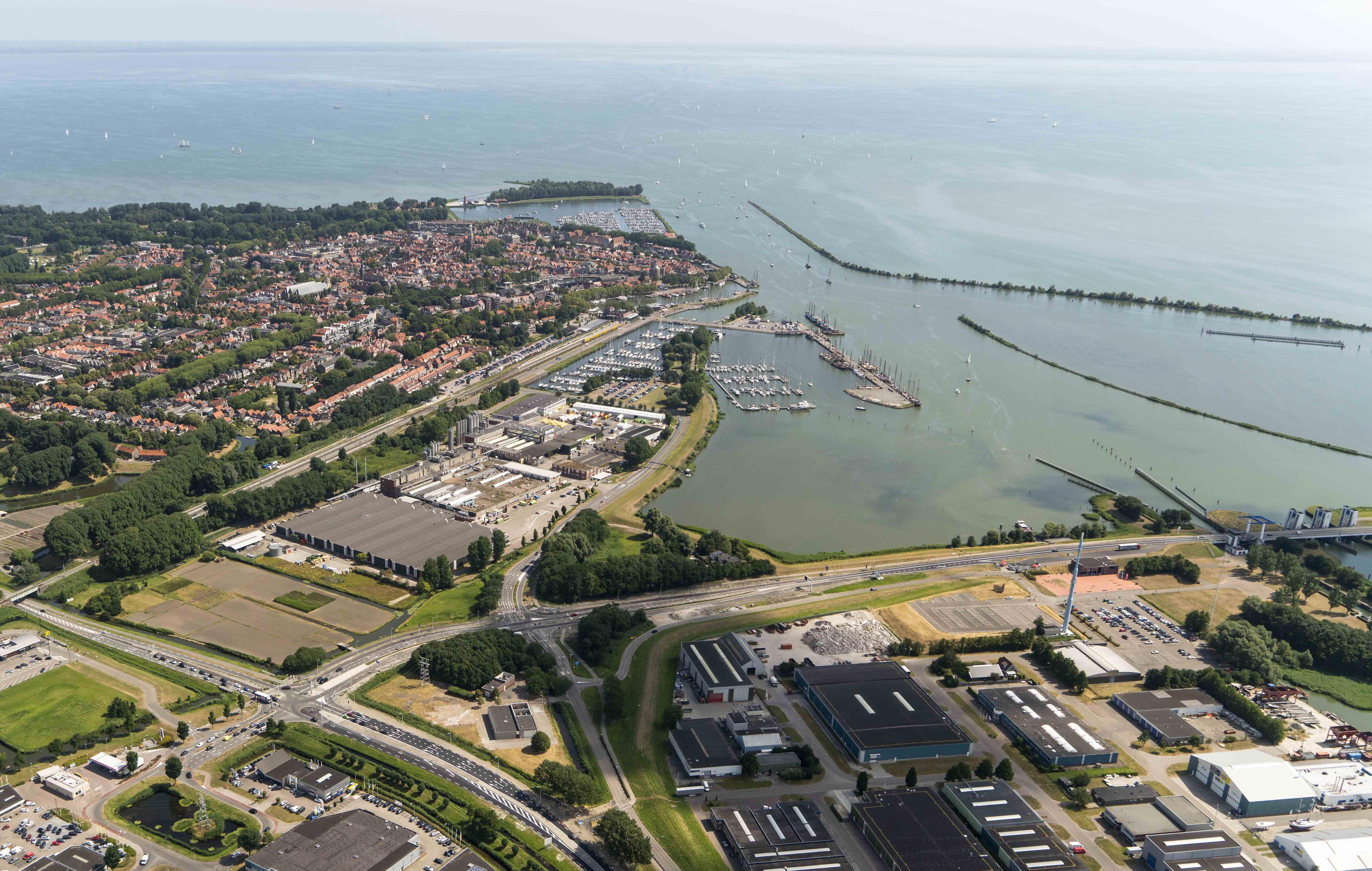 De Houtribdijk tussen Enkhuizen en Lelystad is van 31 augustus tot en met 3 september afgesloten voor al het verkeer. (Foto: aangeleverd)