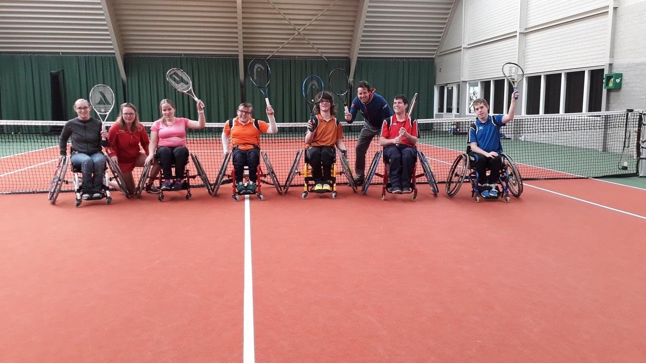 'Rollers' van alle leeftijden zijn welkom bij Rolstoeltennis Alkmaar. (Foto: aangeleverd)