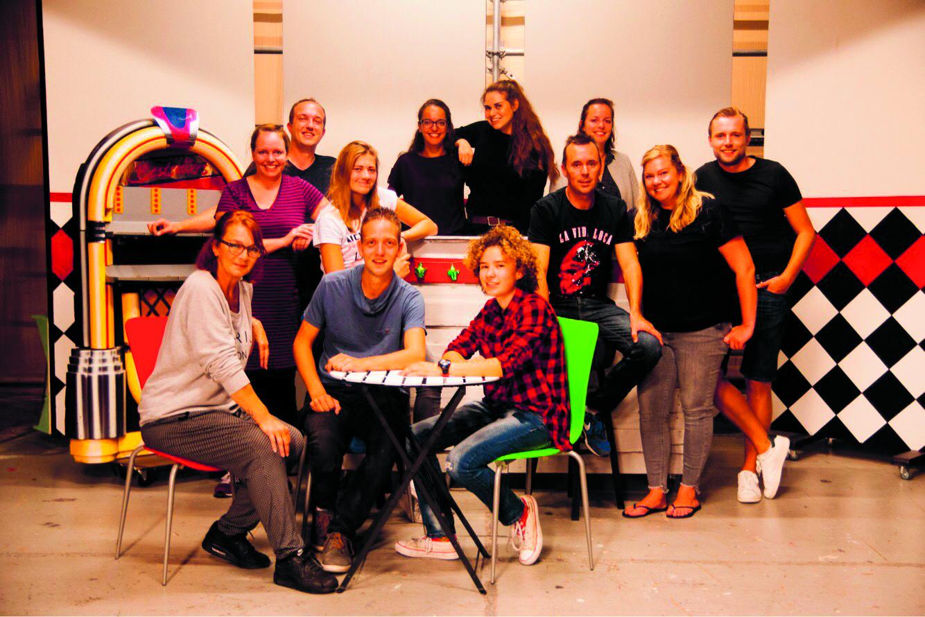 Een deel van de enthousiaste cast van Concordia met links geheel achter Jessica Heijne en middenvoor Stef Callenbach. (Foto's: Pieter Heijne) rodi.nl © rodi