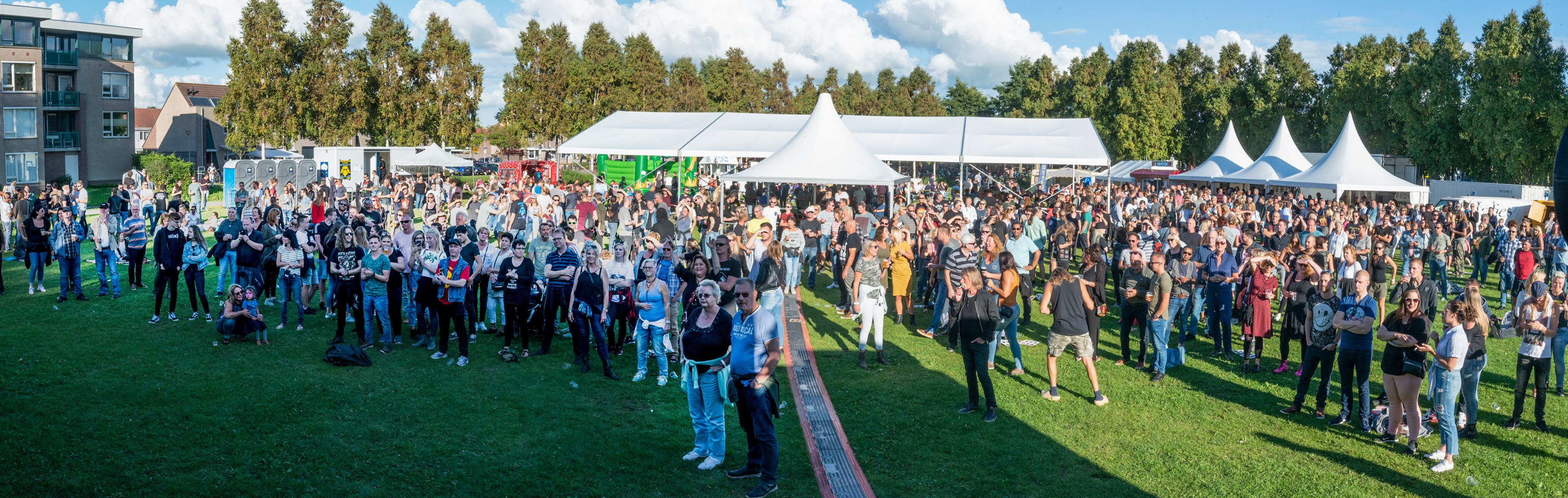 Veel publiek bij een eerdere editie van Wormer Live. (Foto: Ron Koffeman)