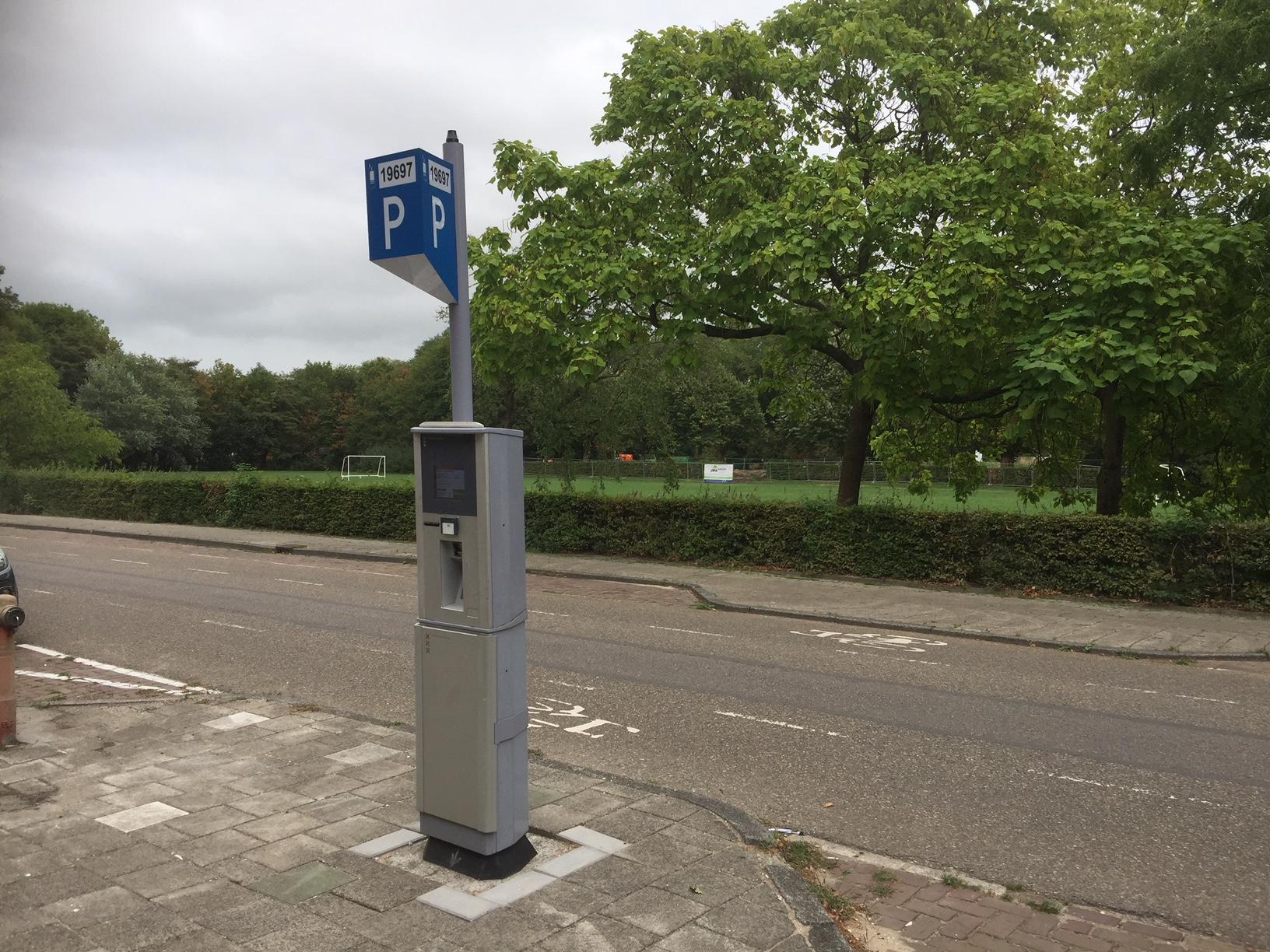 Niet iedereen is blij met de invoer van betaald parkeren in Noord. (Foto: Wendy Ruittemanz/RM)