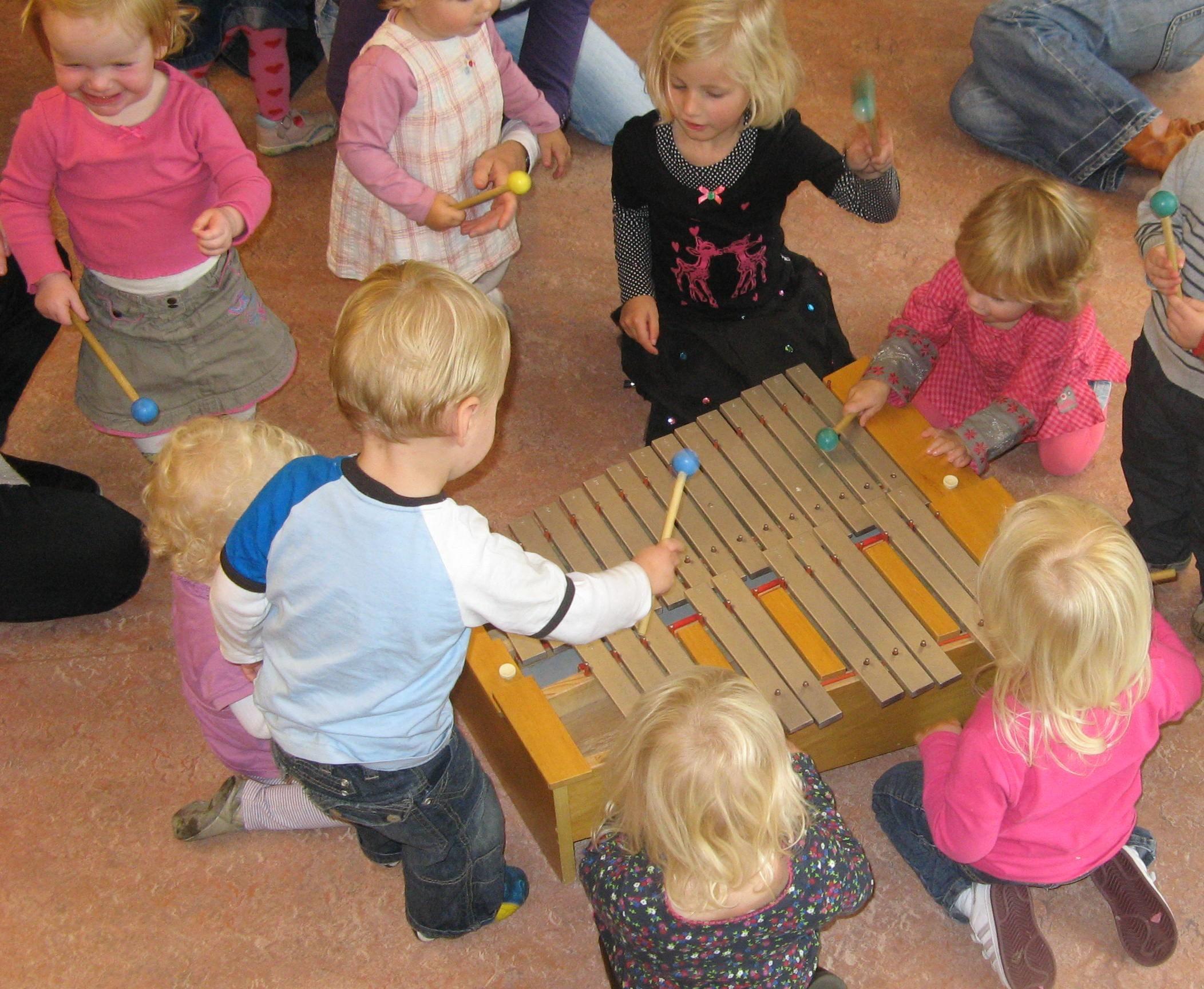 Kom naar de korte cursus Muziek op Schoot in bieb Volendam. (Foto: aangeleverd)